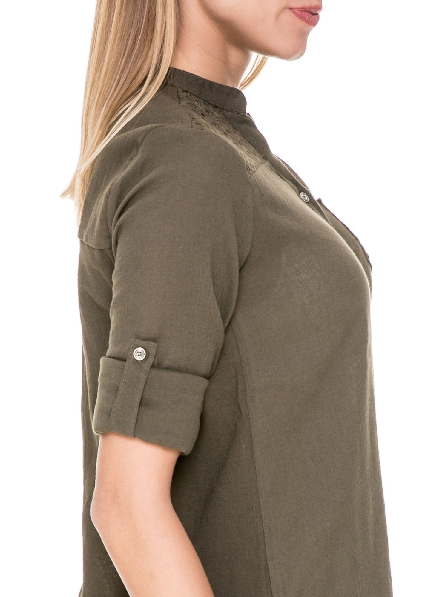Khaki koszula z ażurowaniem na górze i kieszonką                                  zdj.                                  6