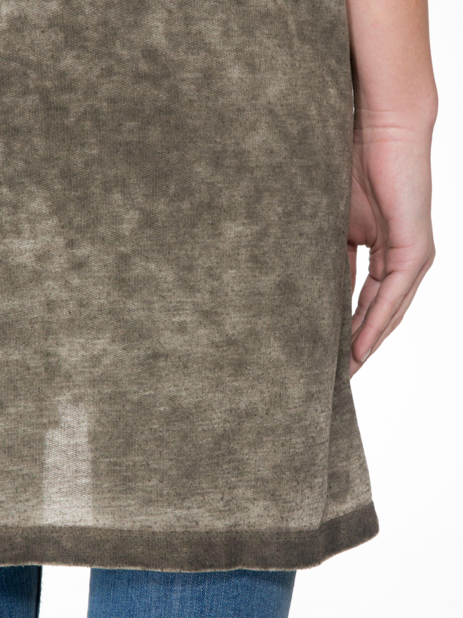 Khaki sukienka typu t-shirt bluzka z efektem dekatyzowania                                  zdj.                                  8