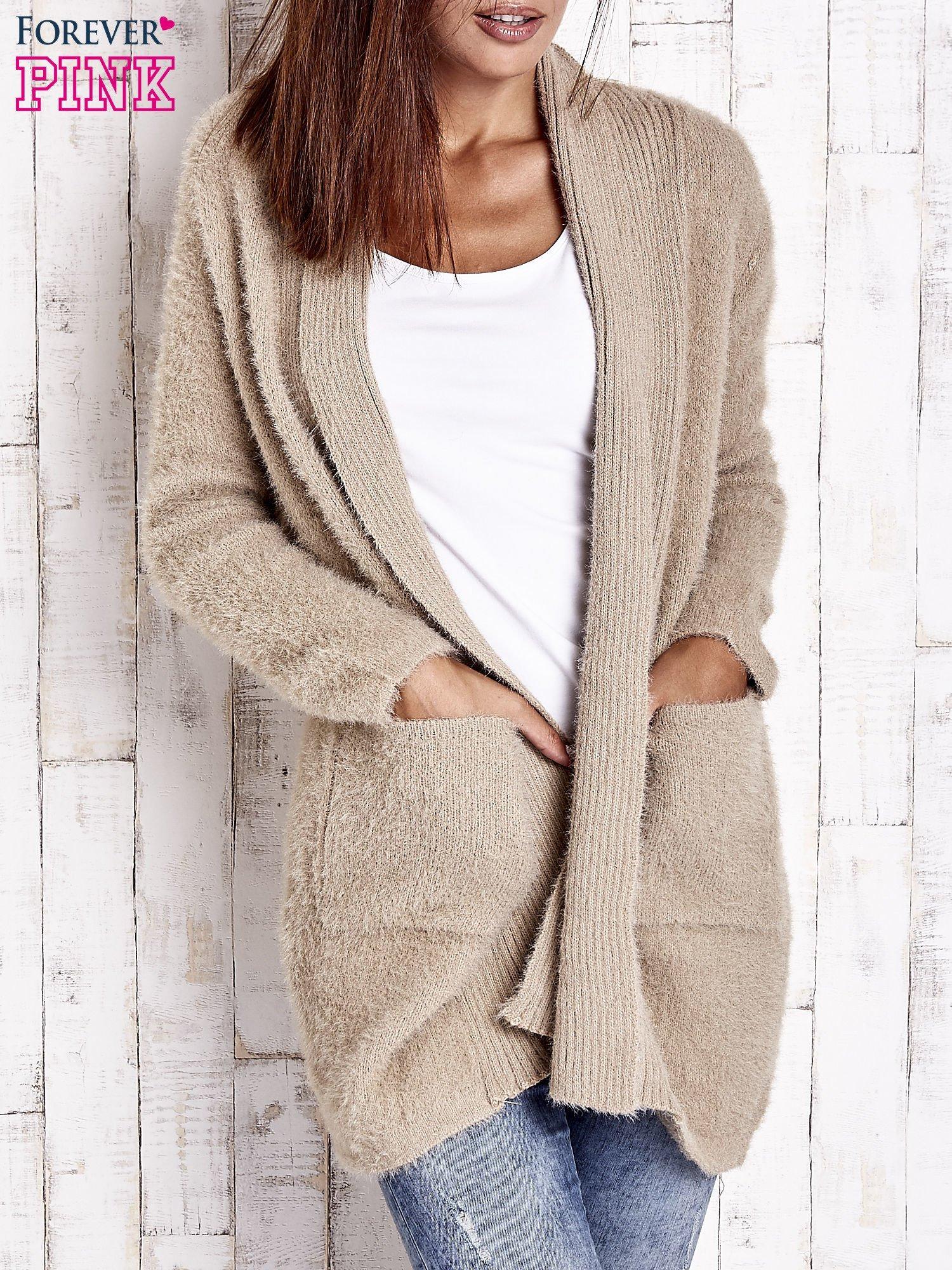Khaki sweter oversize z kieszeniami                                  zdj.                                  1