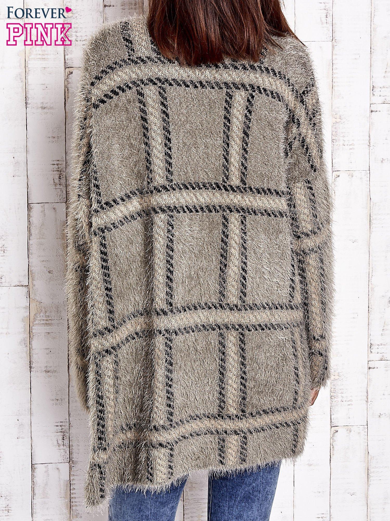 Khaki sweter w kratę z kieszeniami                                  zdj.                                  5
