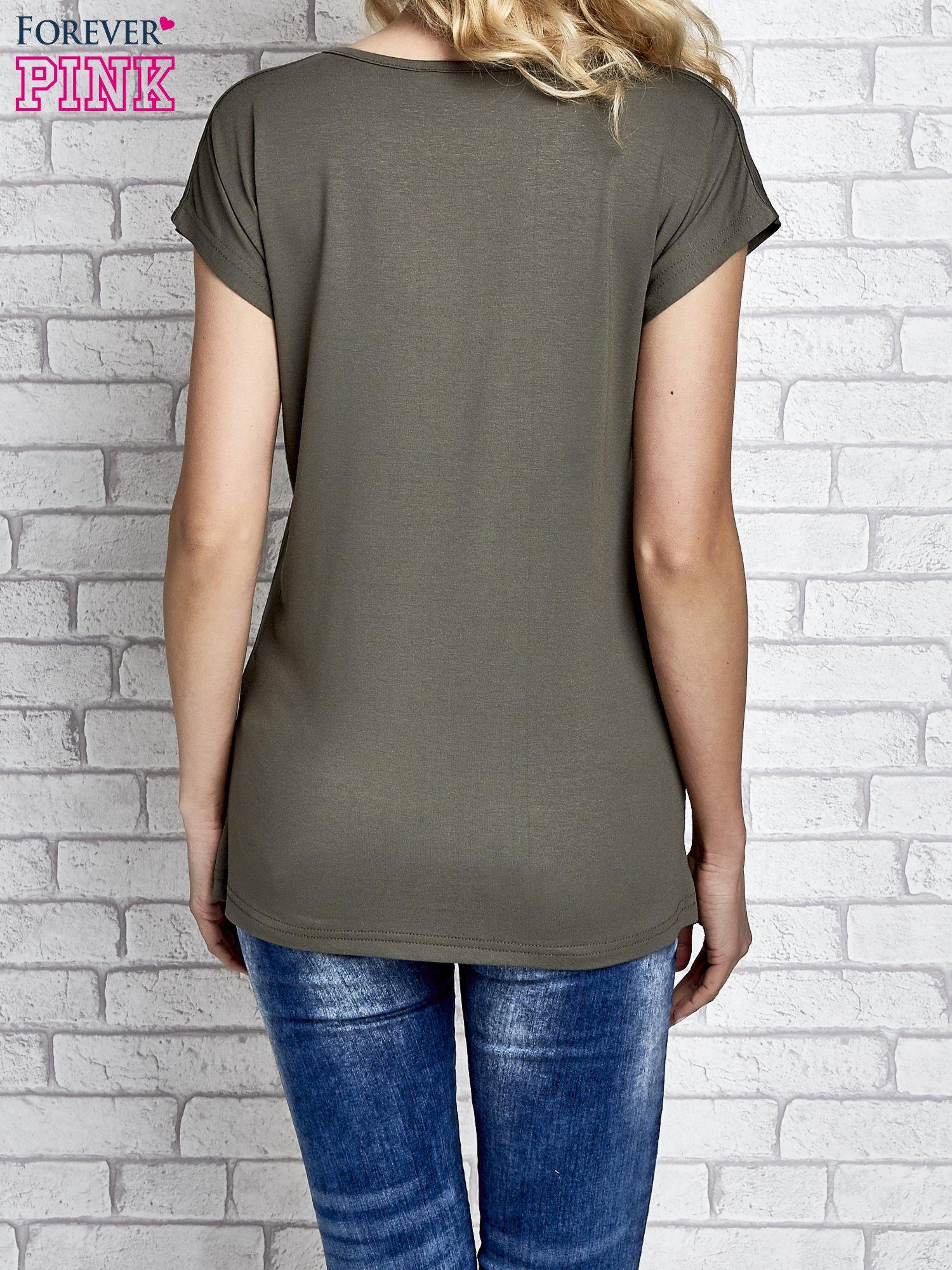 Khaki t-shirt z napisem I AM CHOCOHOLIC BABY                                  zdj.                                  3