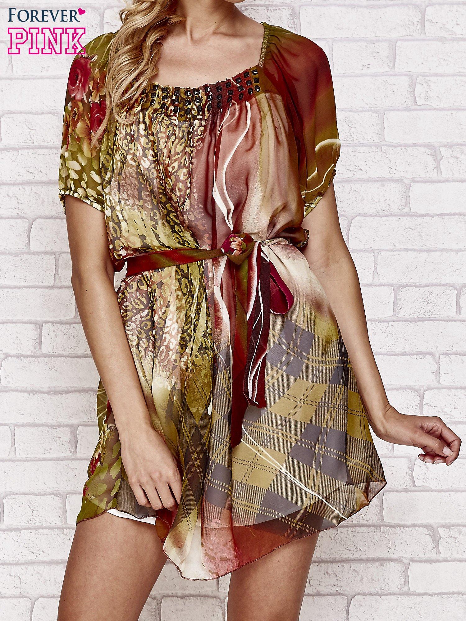 Kolorowa sukienka mgiełka z paskiem i aplikacją                                  zdj.                                  1