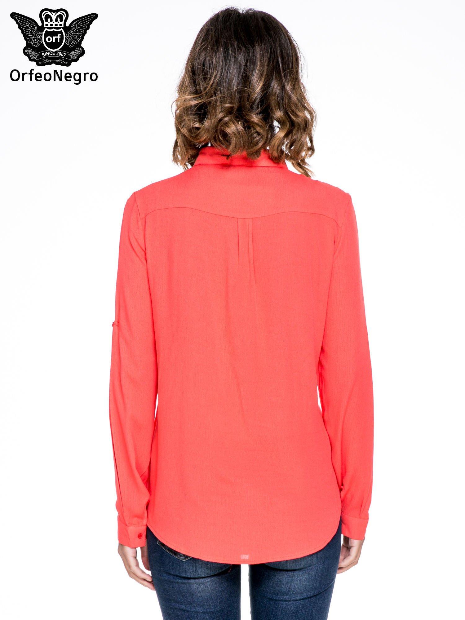 Koralowa koszula z biżuteryjnym kołnierzykiem i kieszonką                                  zdj.                                  2