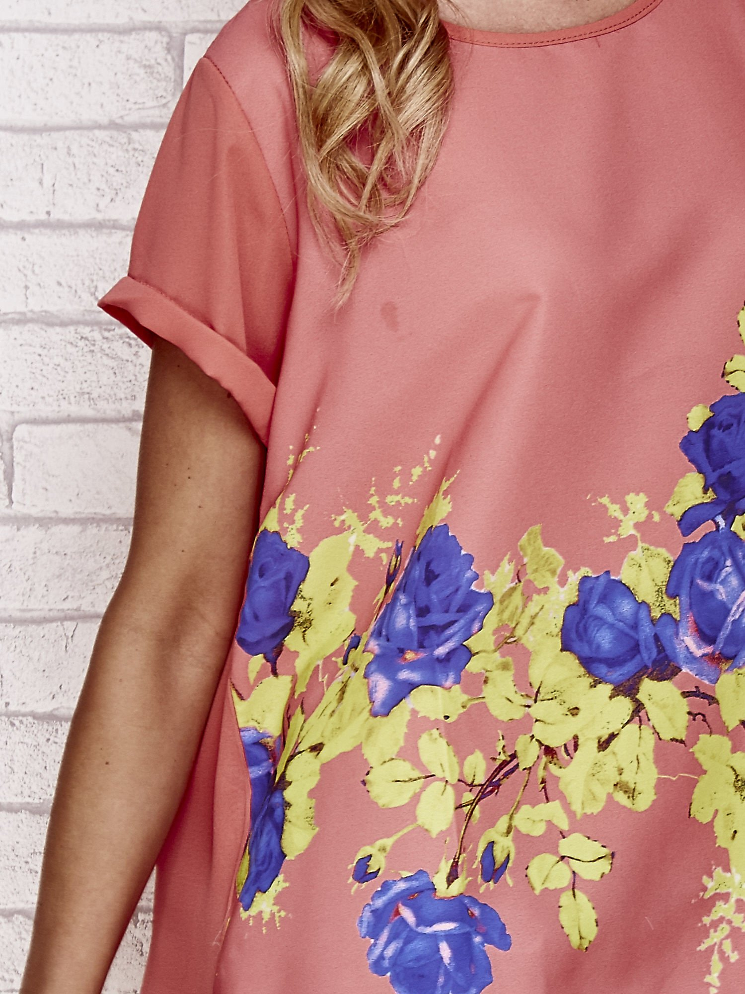 Koralowa koszula z motywem kwiatów                                  zdj.                                  5