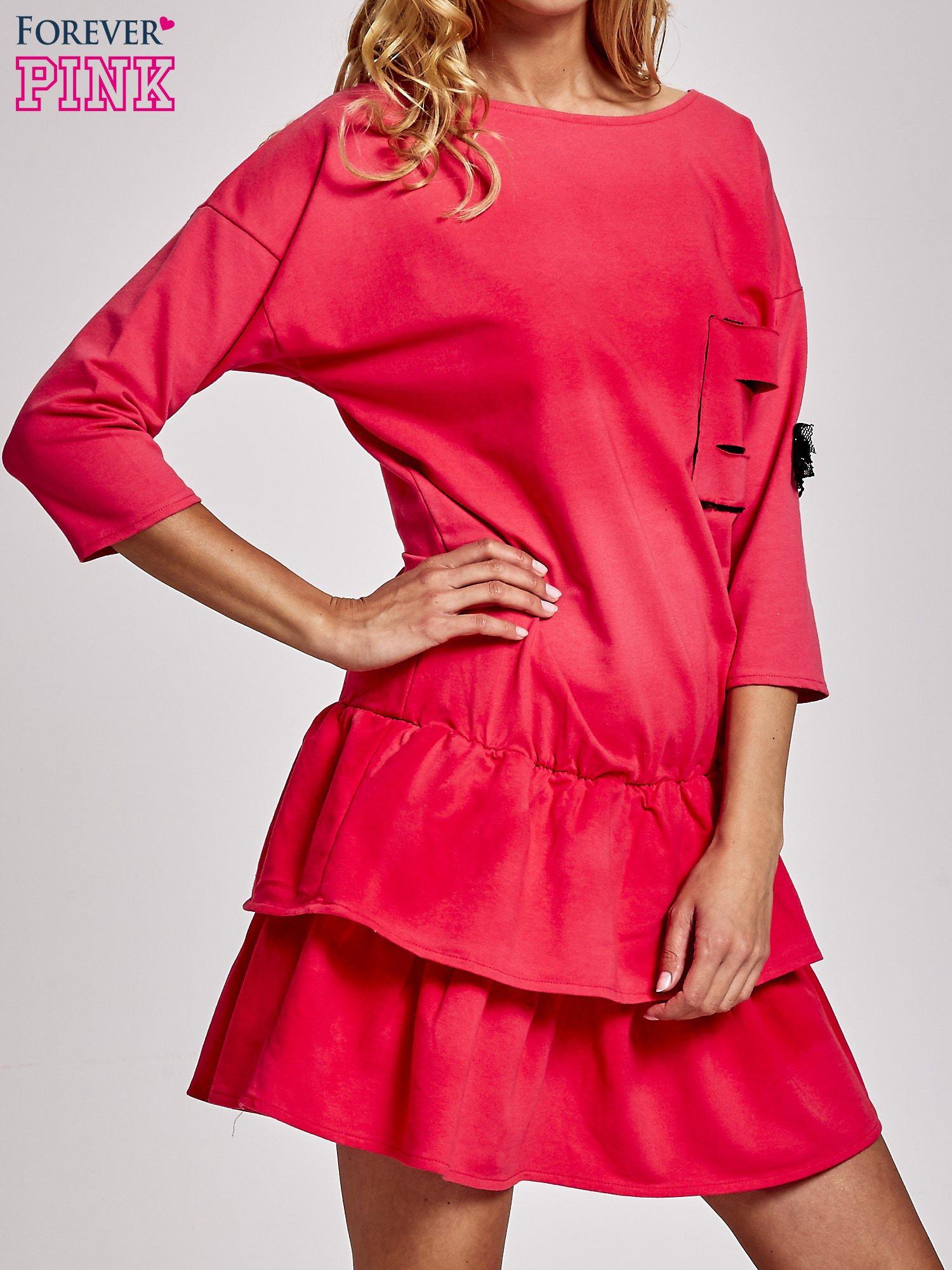 Koralowa sukienka dresowa ombre z podwójną falbaną                                  zdj.                                  3