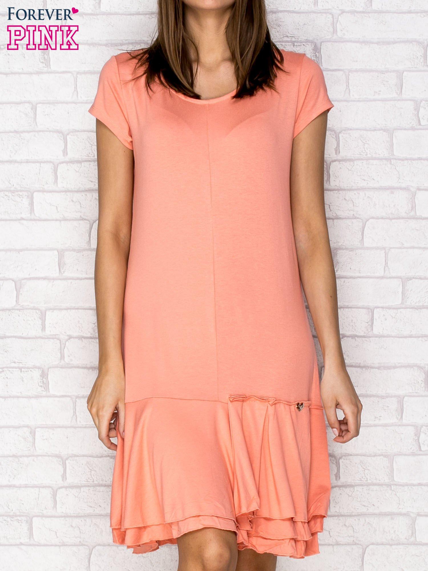 Koralowa sukienka dresowa z ozdobną falbaną                                  zdj.                                  1