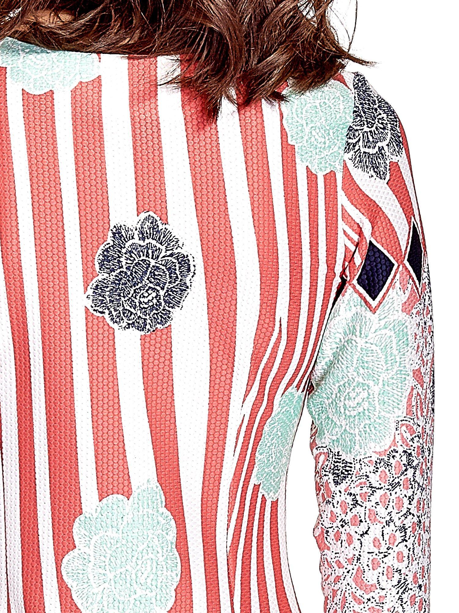 Koralowa sukienka w kwiatowe i geometryczne wzory                                  zdj.                                  6
