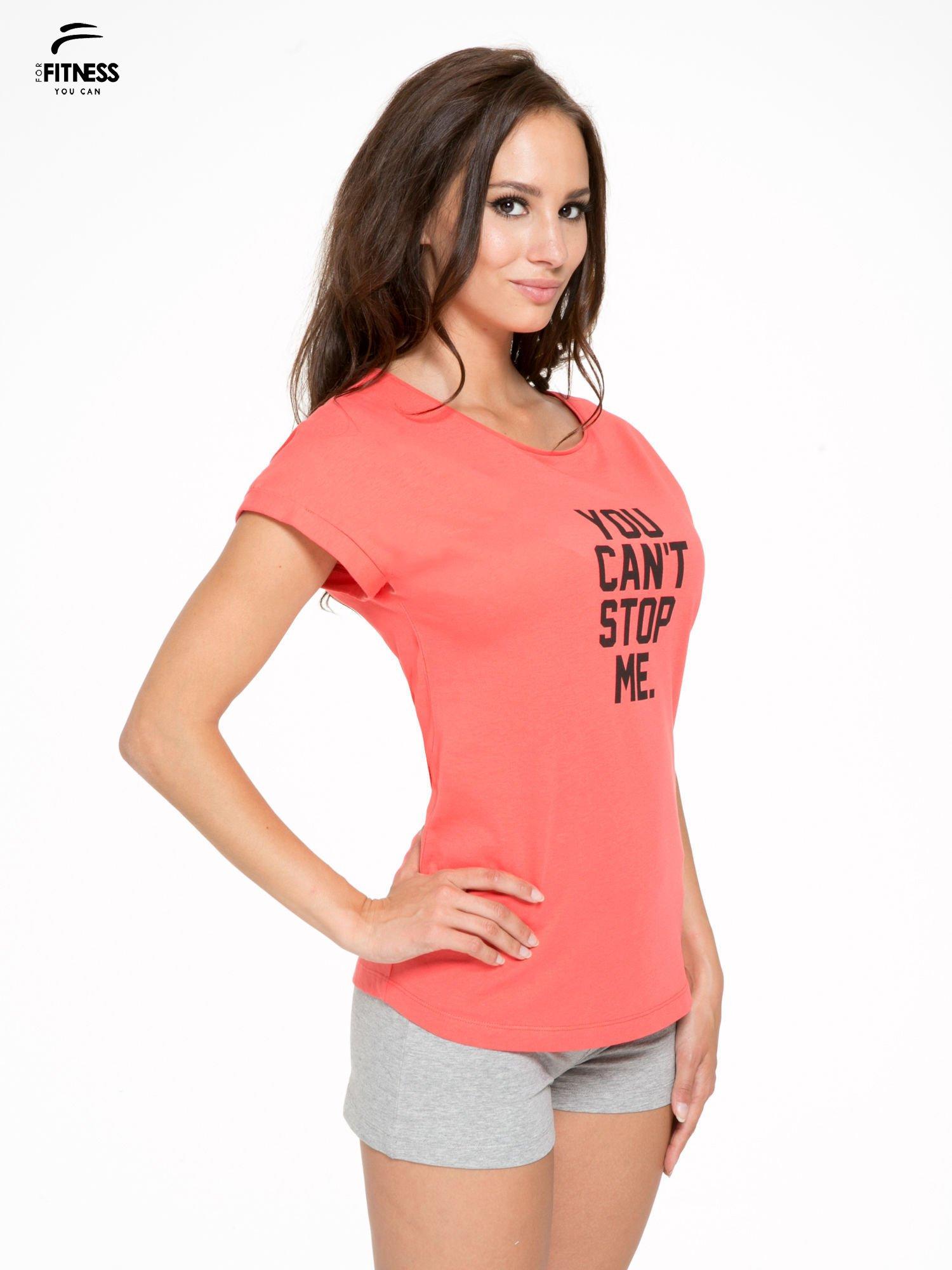 Koralowy t-shirt z nadrukiem tekstowym YOU CAN'T STOP ME                                  zdj.                                  3