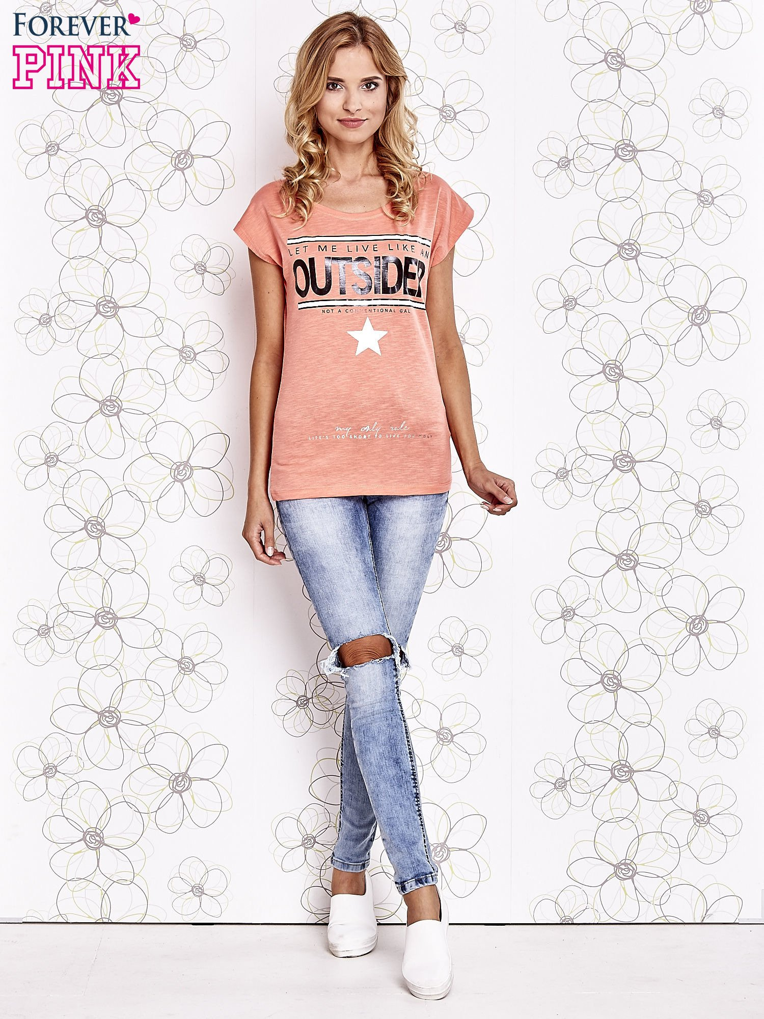 Koralowy t-shirt z napisem LET ME LIVE LIKE AN OUTSIDER                                  zdj.                                  4