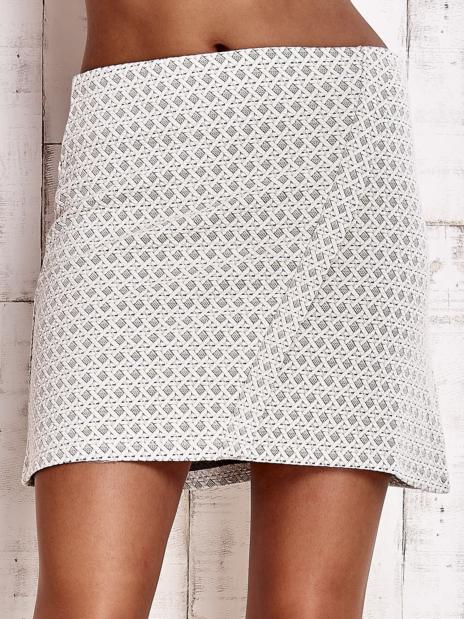 10b824a5 Kremowa fakturowana trapezowa spódnica