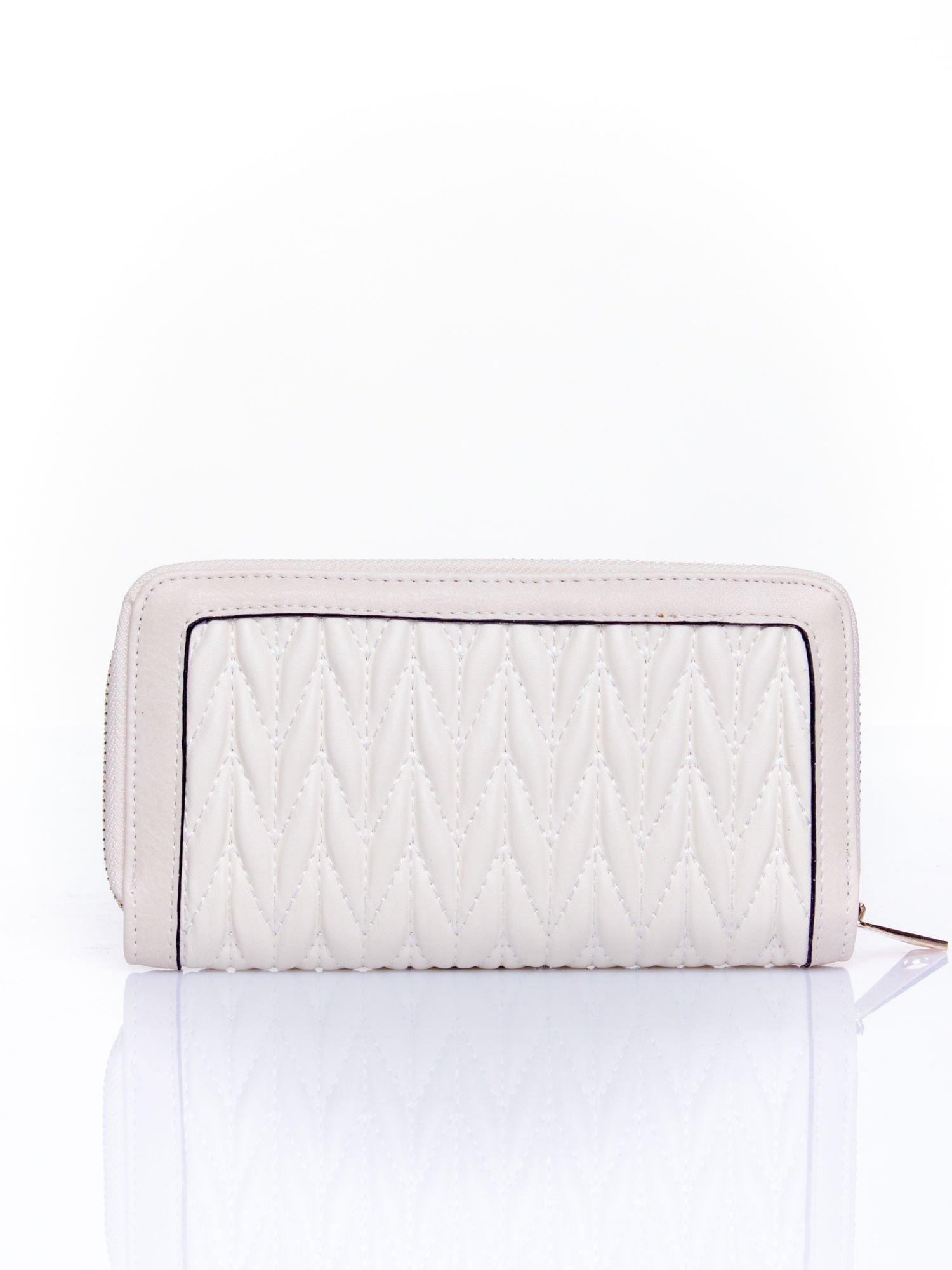 Kremowy pikowany portfel ze złotym suwakiem                                  zdj.                                  2