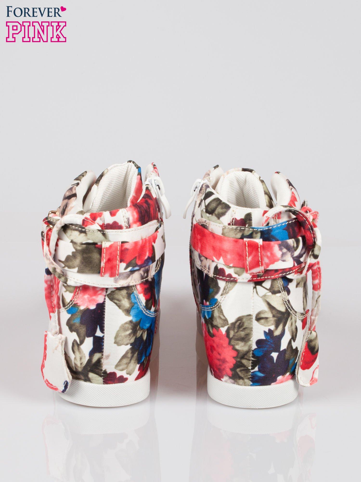 Kwiatowe sneakersy damskie ze złotą kłódką                                  zdj.                                  3