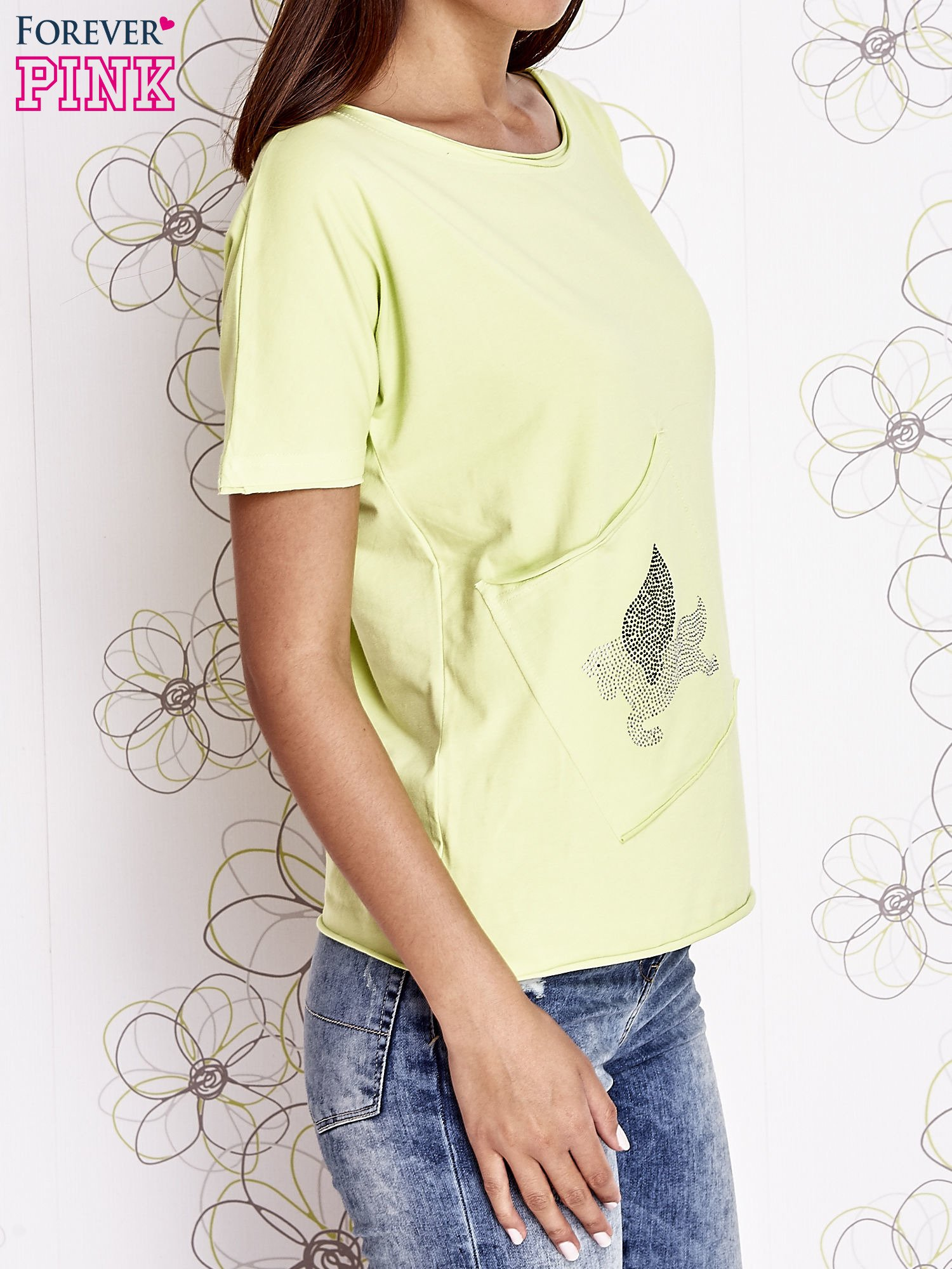 Limonkowy t-shirt z ukośną kieszenią i dżetami                                  zdj.                                  5