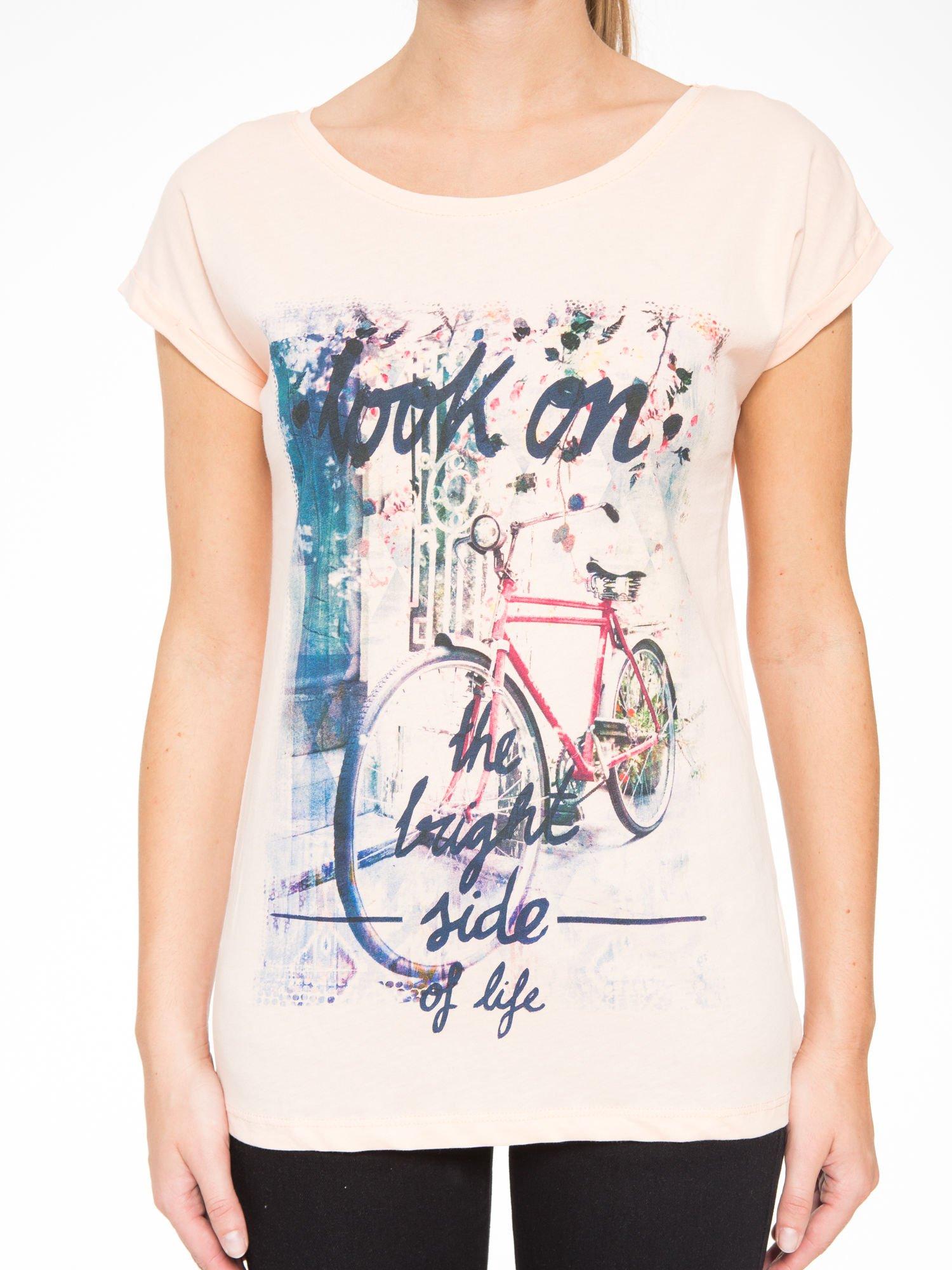 Łososiowy t-shirt z nadrukiem roweru                                  zdj.                                  7