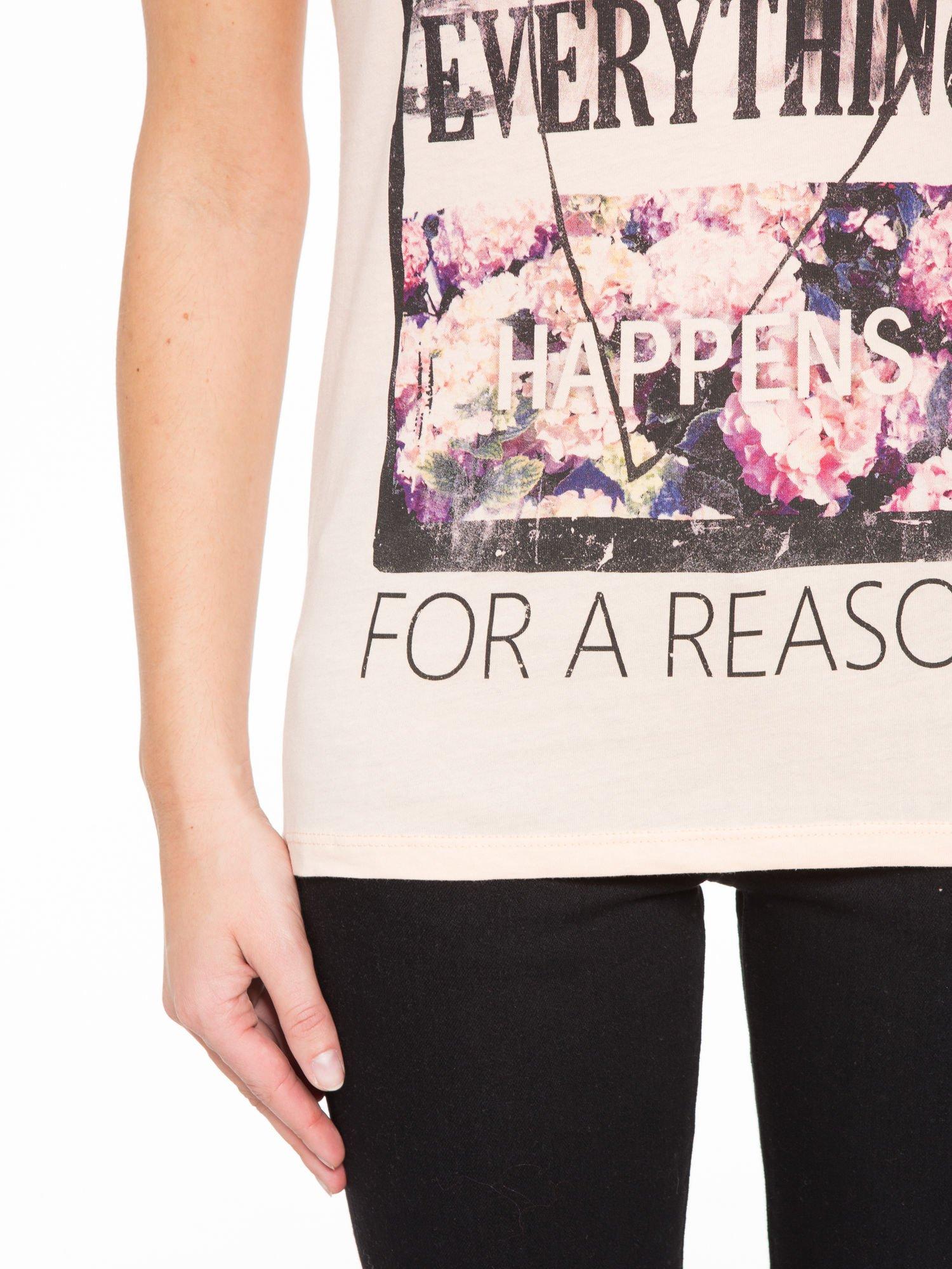 Łososiowy t-shirt z napisem EVERYTHING HAPPENS FOR A REASON                                  zdj.                                  6