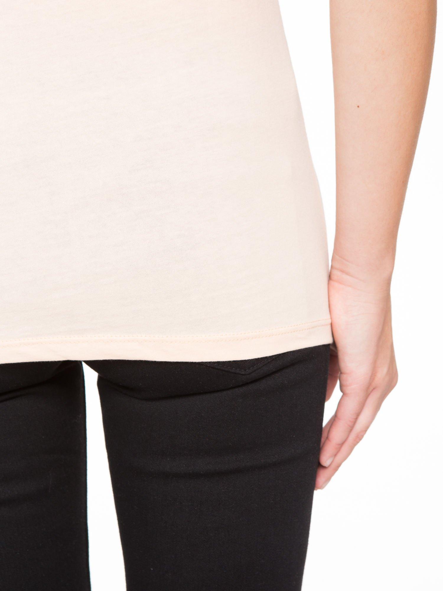 Łososiowy t-shirt z napisem EVERYTHING HAPPENS FOR A REASON                                  zdj.                                  10