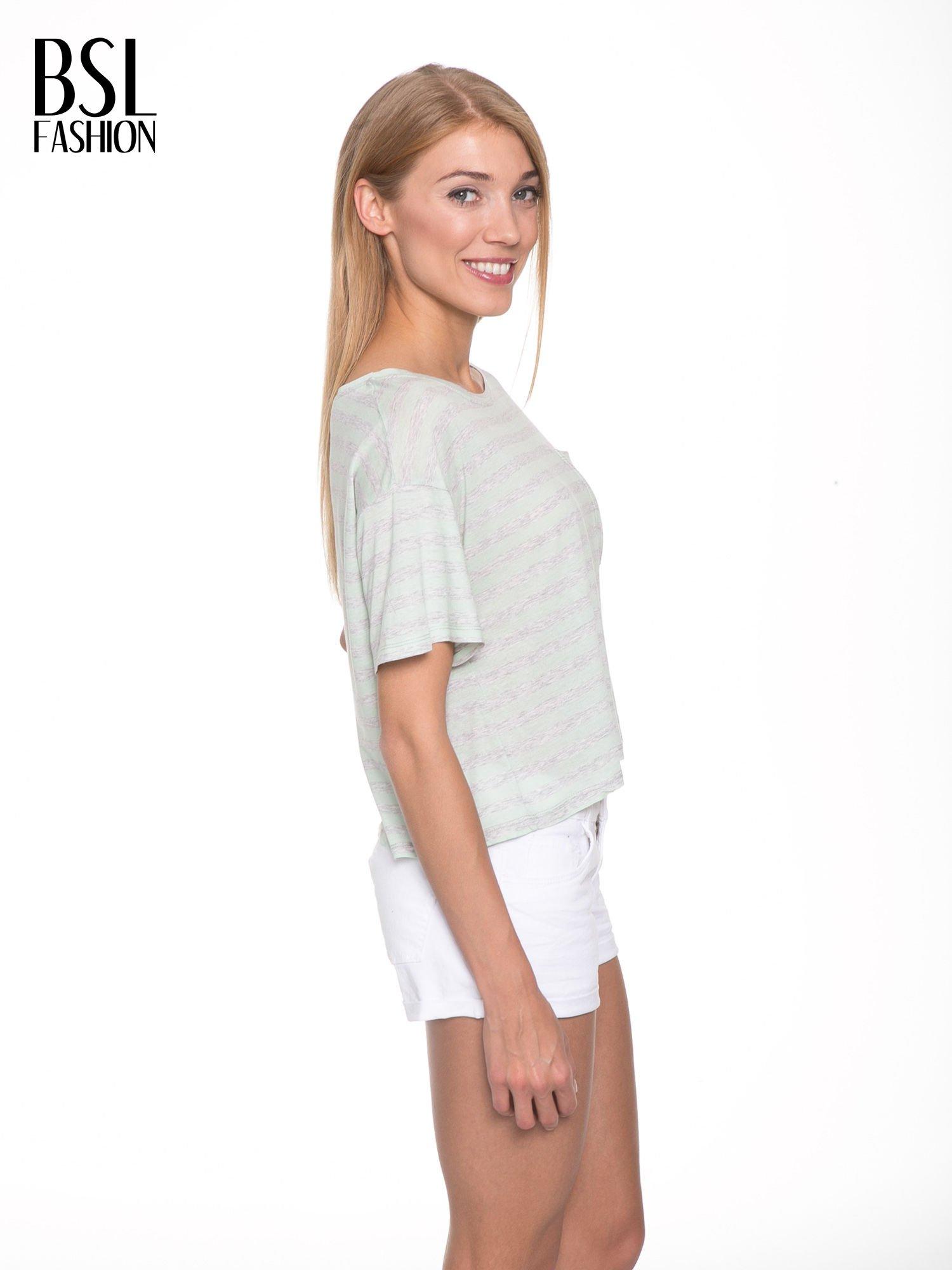Luźny krótki t-shirt z kieszonką w zielone paski                                  zdj.                                  3