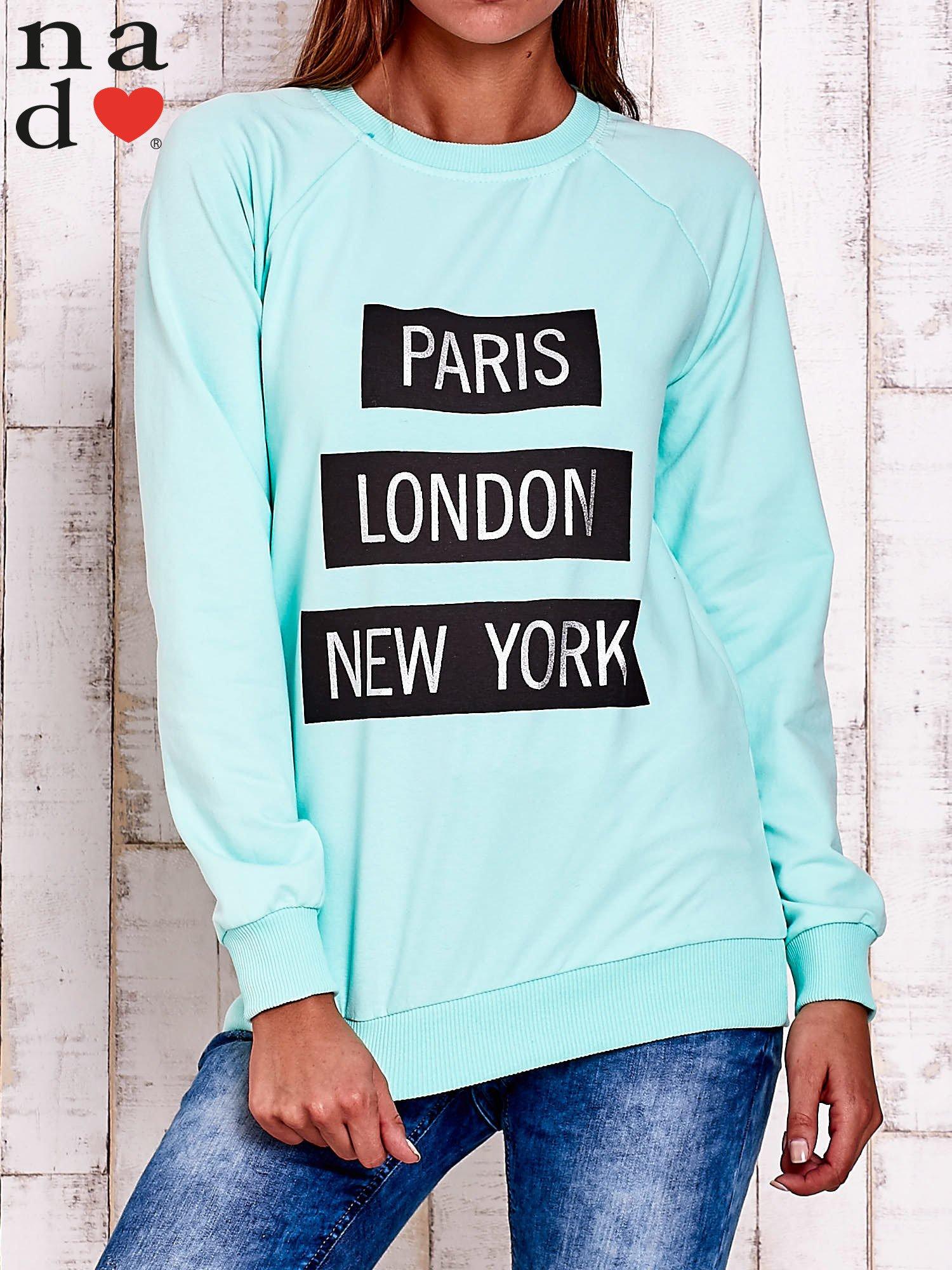 Miętowa bluza z napisem PARIS LONDON NEW YORK                                  zdj.                                  1