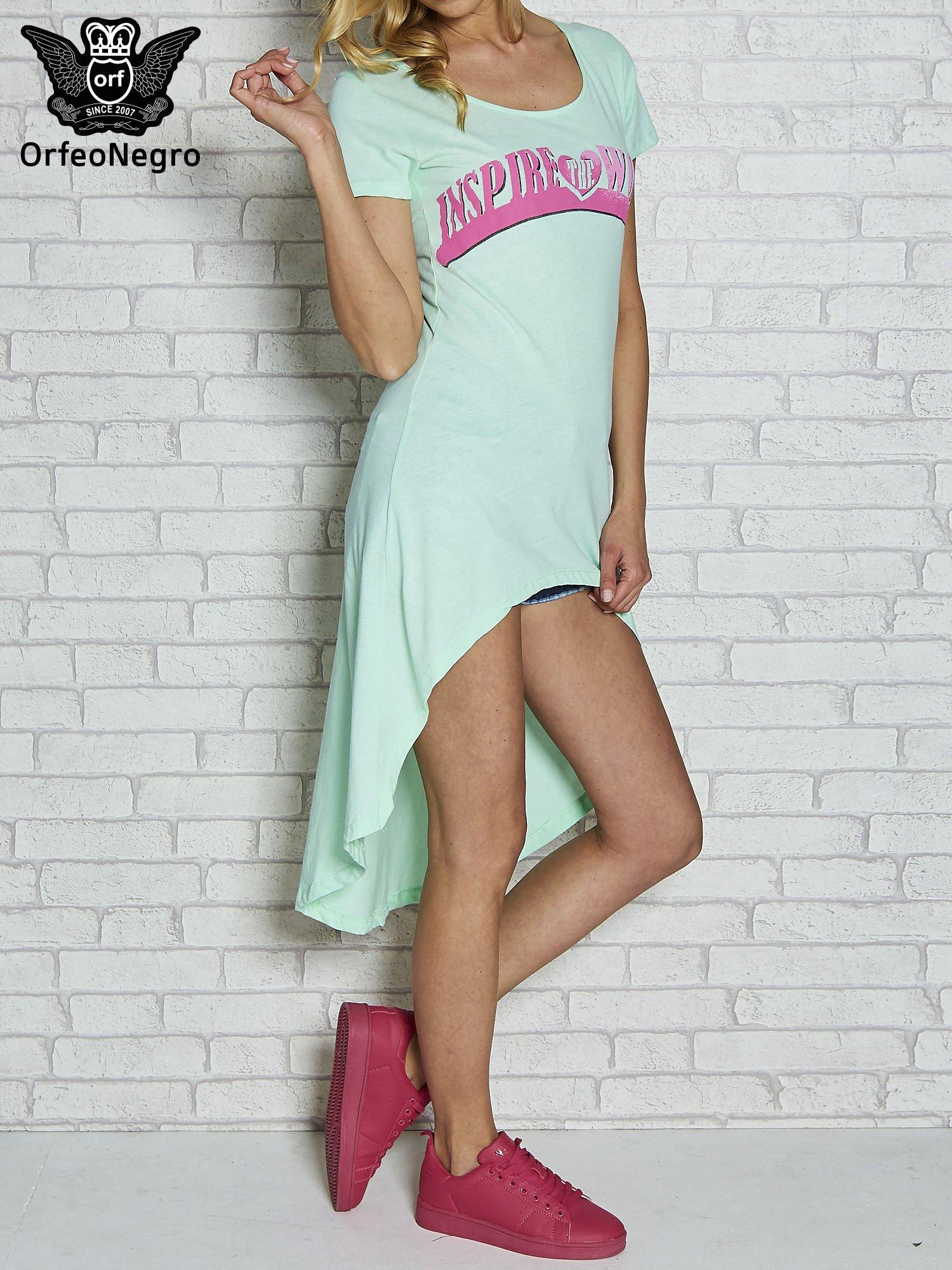 Miętowa sukienka z dłuższym tyłem i napisem INSPIRE THE WORLD                                  zdj.                                  1