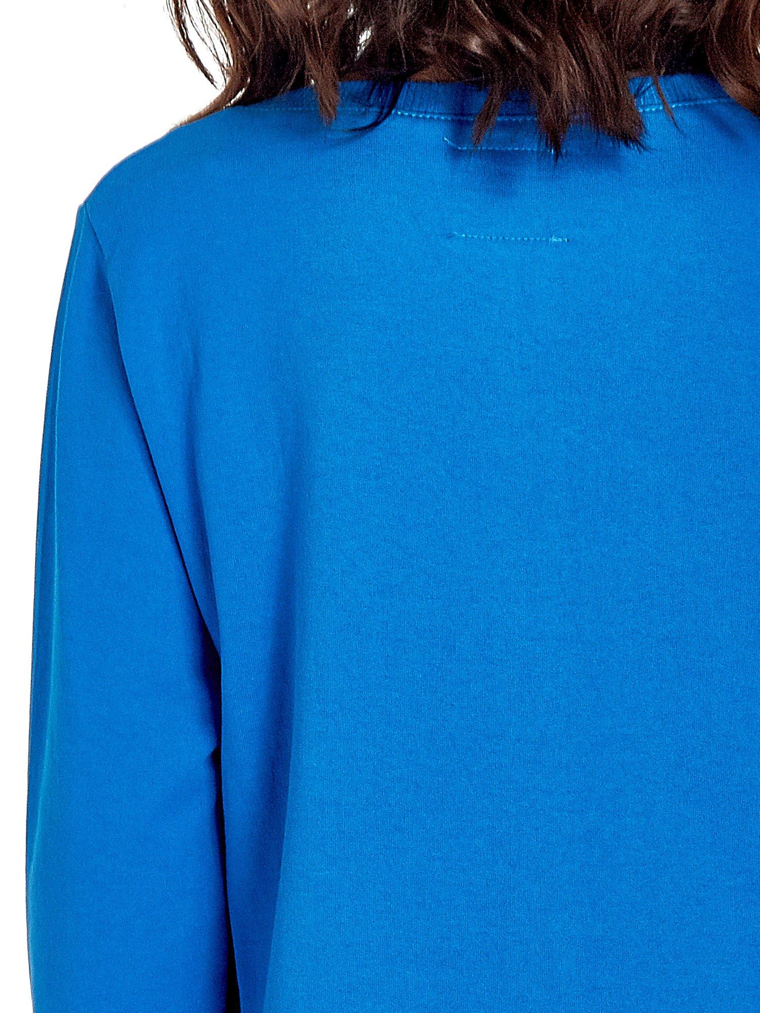 Niebieska bluza z napisem LOVE ME i dłuższym tyłem                                  zdj.                                  7