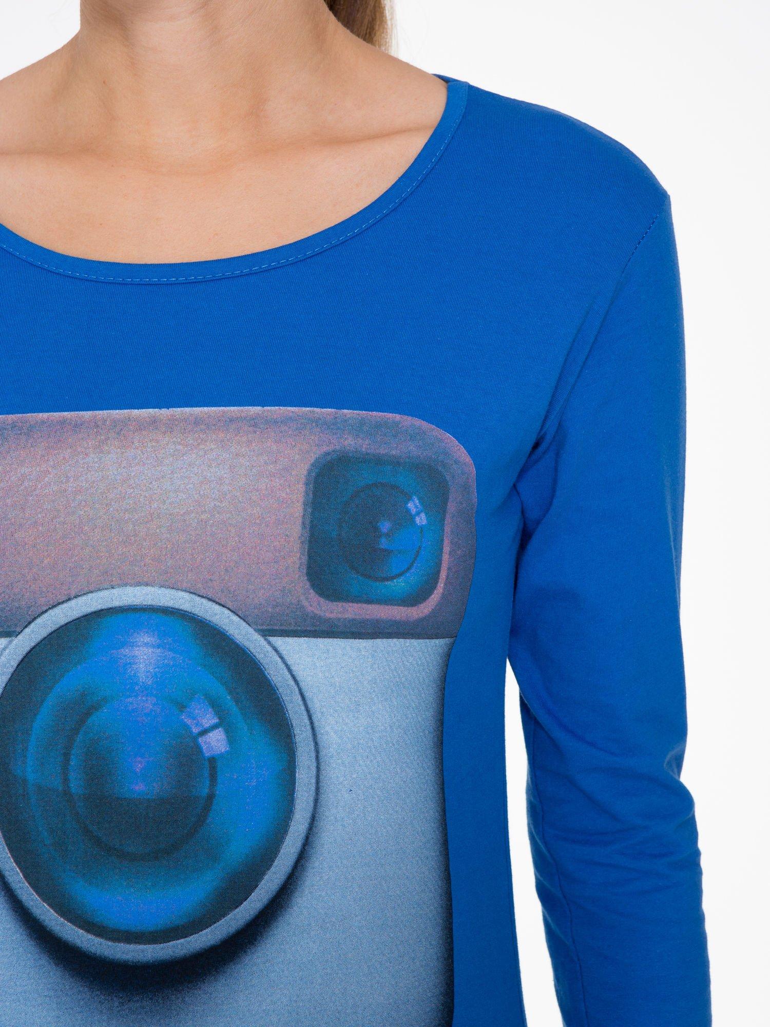 Niebieska bluzka z nadrukiem loga Instagrama                                  zdj.                                  5