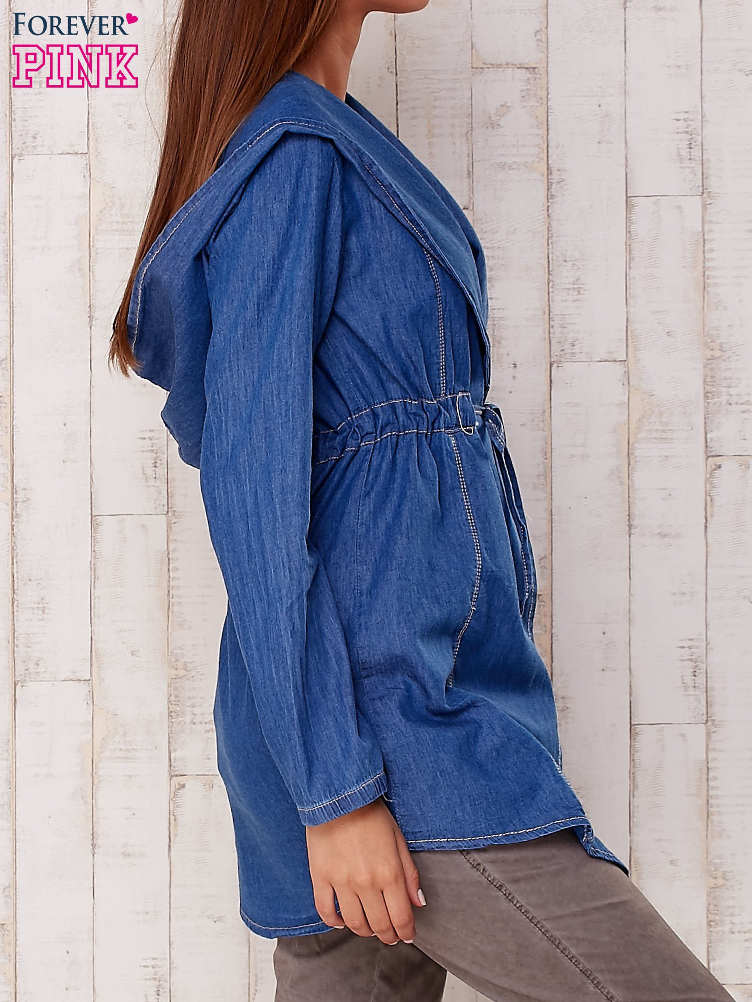 Niebieska jeansowa koszula narzutka z kapturem                                  zdj.                                  3