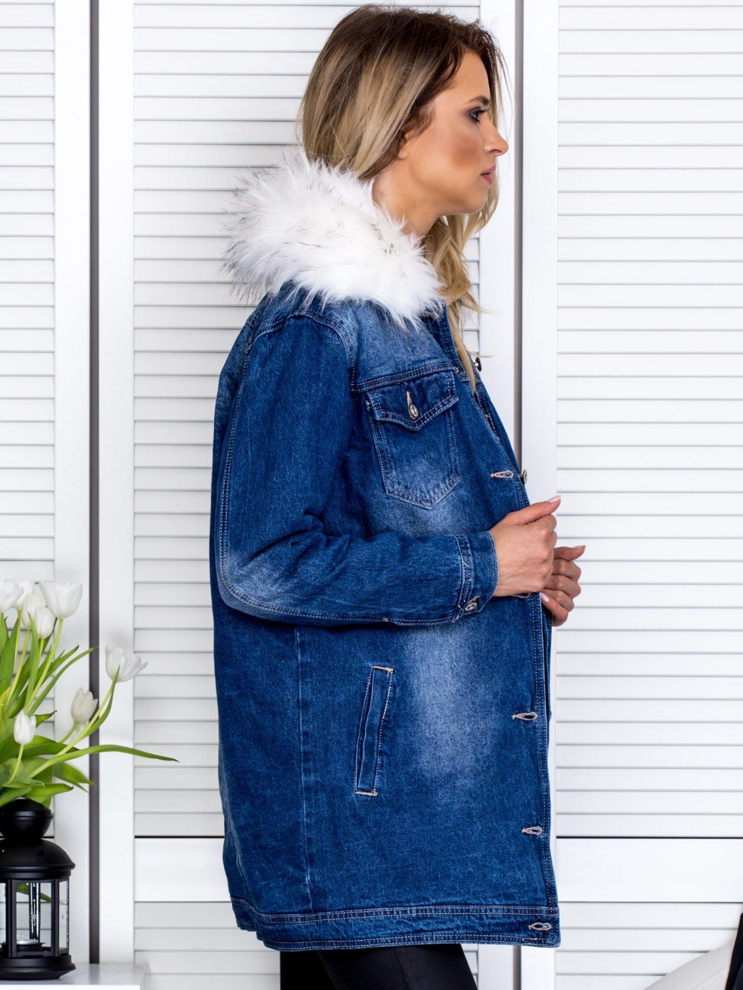Niebieska jeansowa kurtka z odpinanym futerkiem