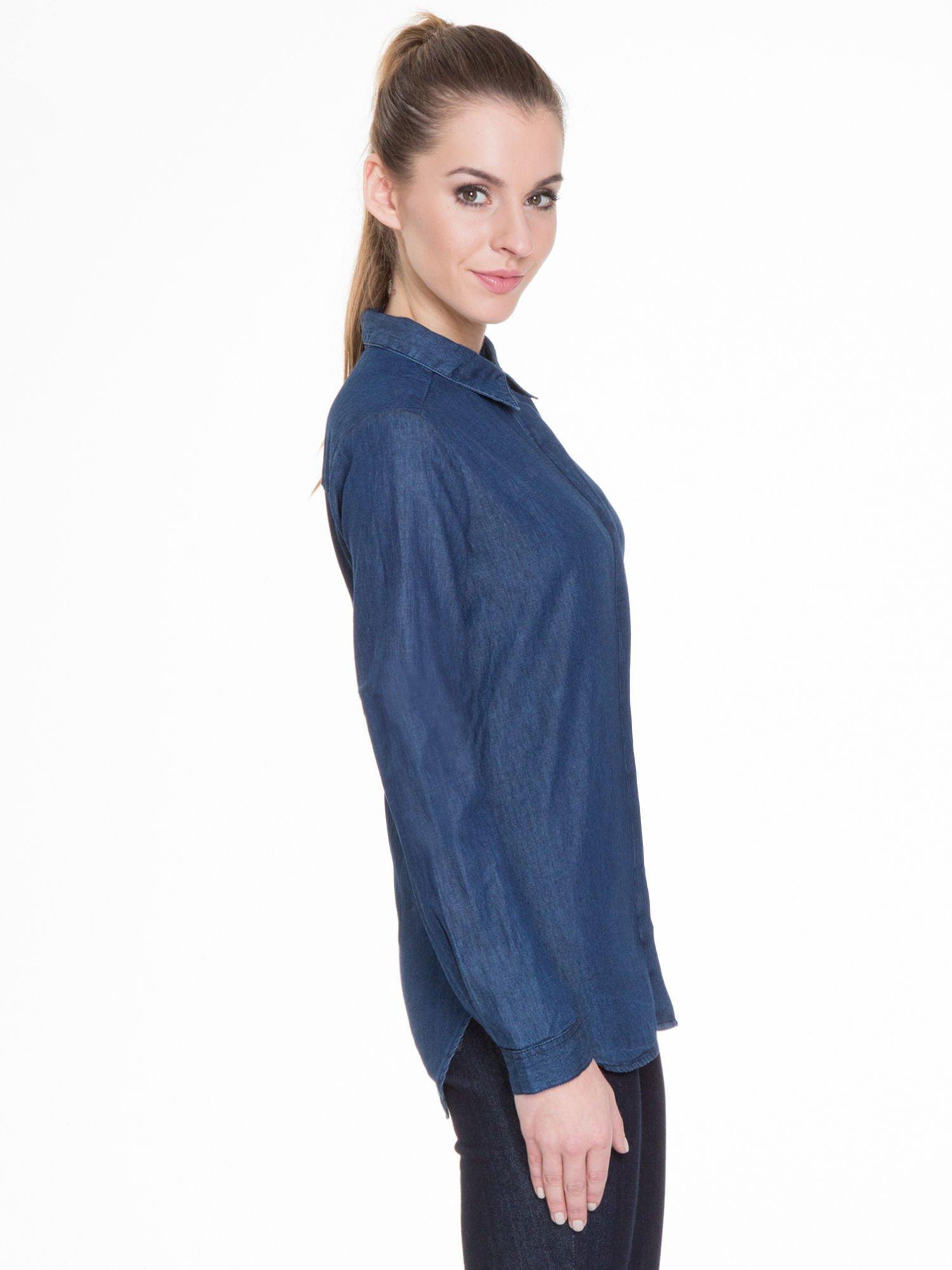 Niebieska koszula jeansowa z kołnierzykiem i krytą listwą                                  zdj.                                  3