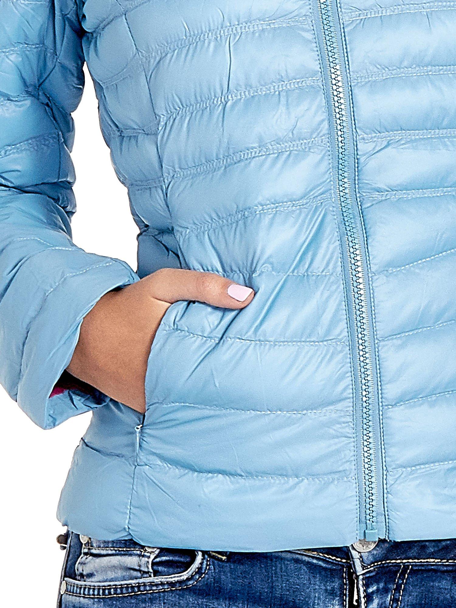Niebieska lekka kurtka puchowa z kapturem                                  zdj.                                  7