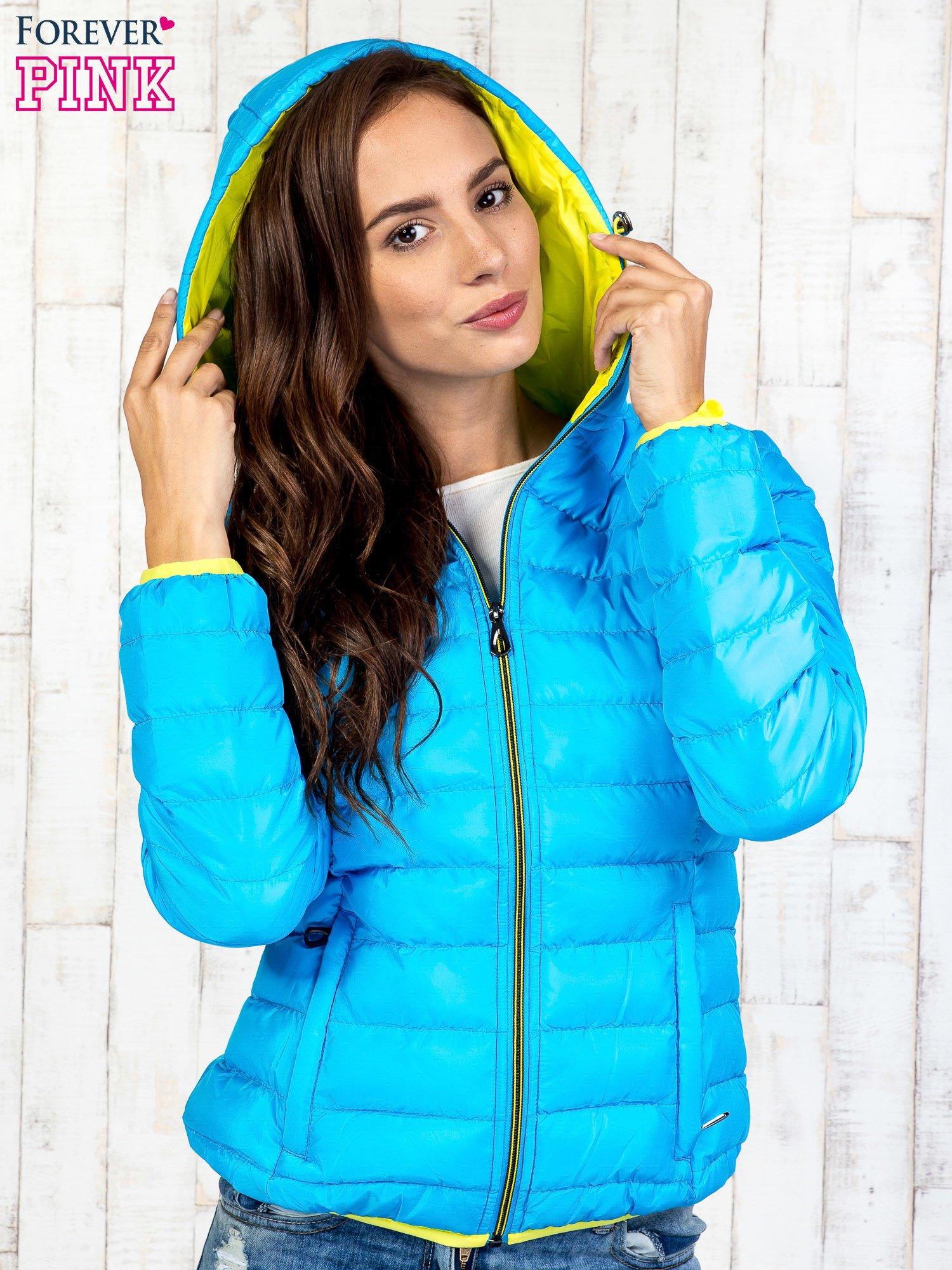 Niebieska pikowana kurtka z żółtym wykończeniem                                  zdj.                                  5