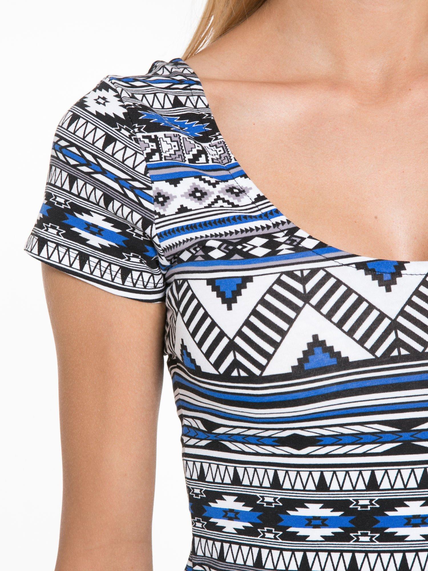 Niebieska sukienka tuba w azteckie wzory                                  zdj.                                  7