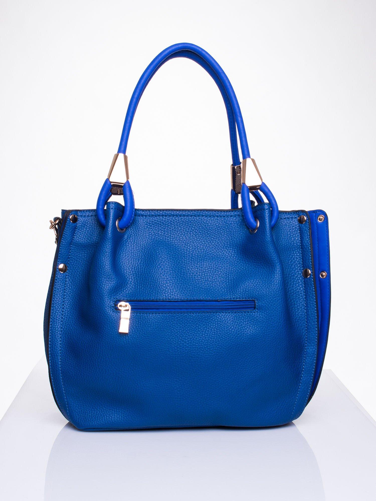 Niebieska torba z ozdobnym uchwytem                                  zdj.                                  2