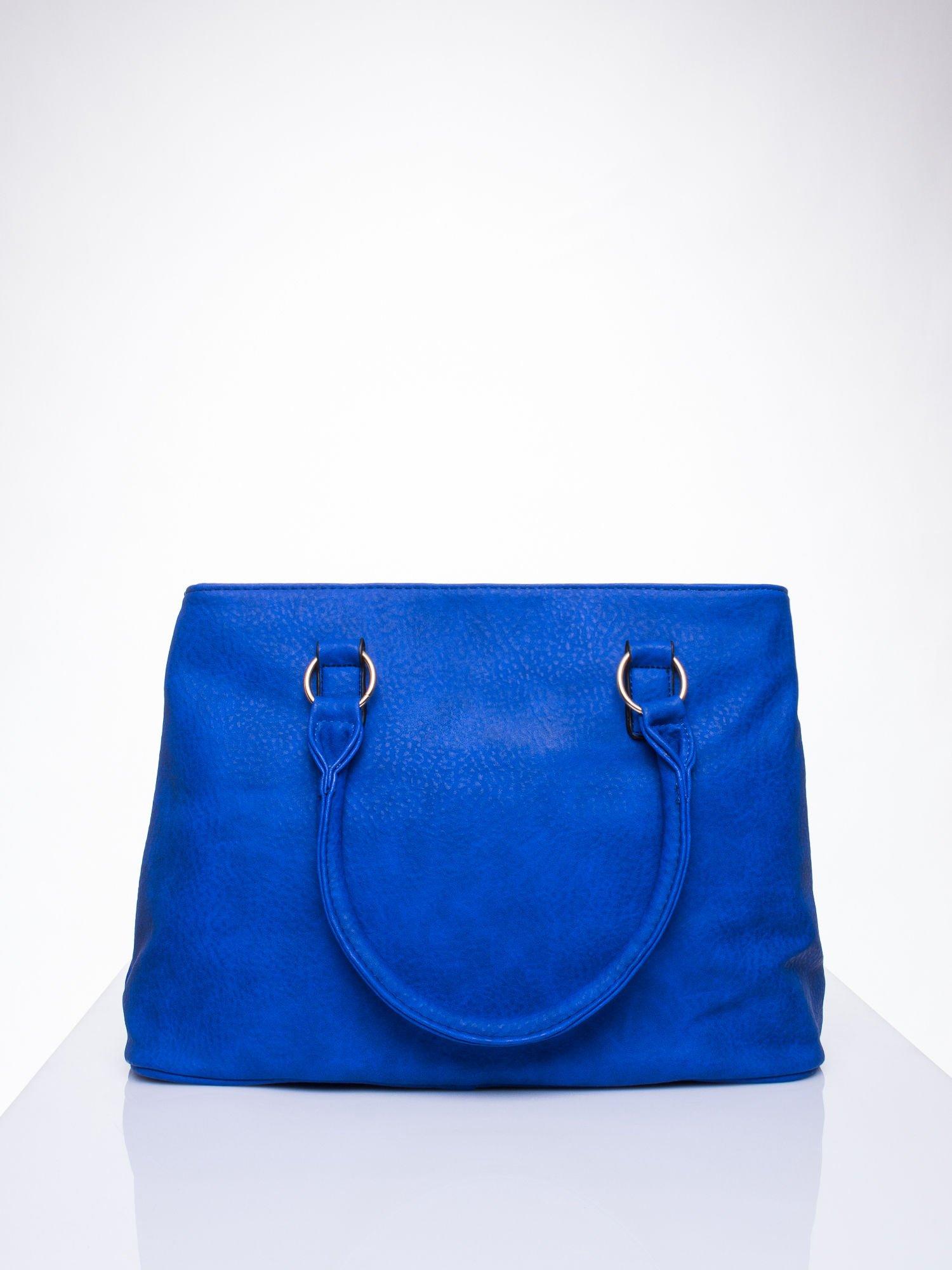 Niebieska torebka ze złotymi okuciami z kryształkami                                  zdj.                                  4