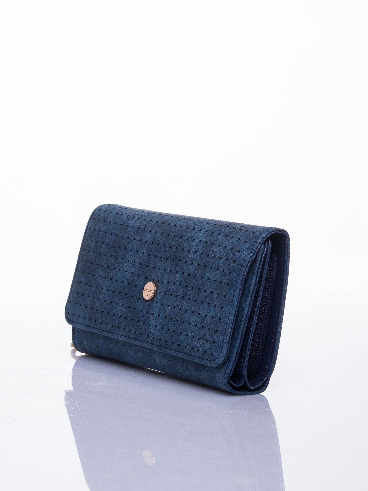 Niebieski ażurowany portfel ze złotym suwakiem                                  zdj.                                  2