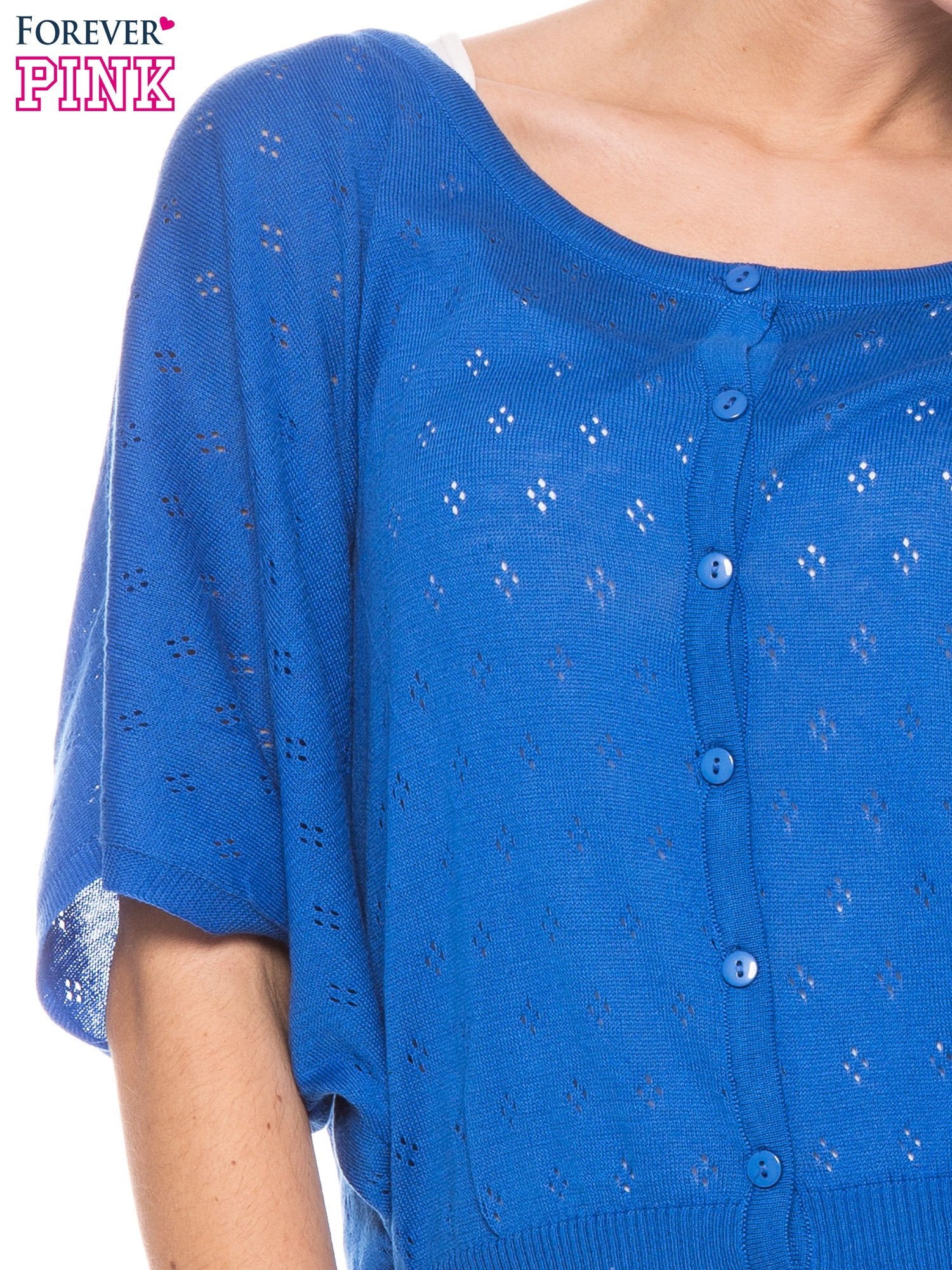 Niebieski ażurowy sweterek z krótkim rękawem                                  zdj.                                  5