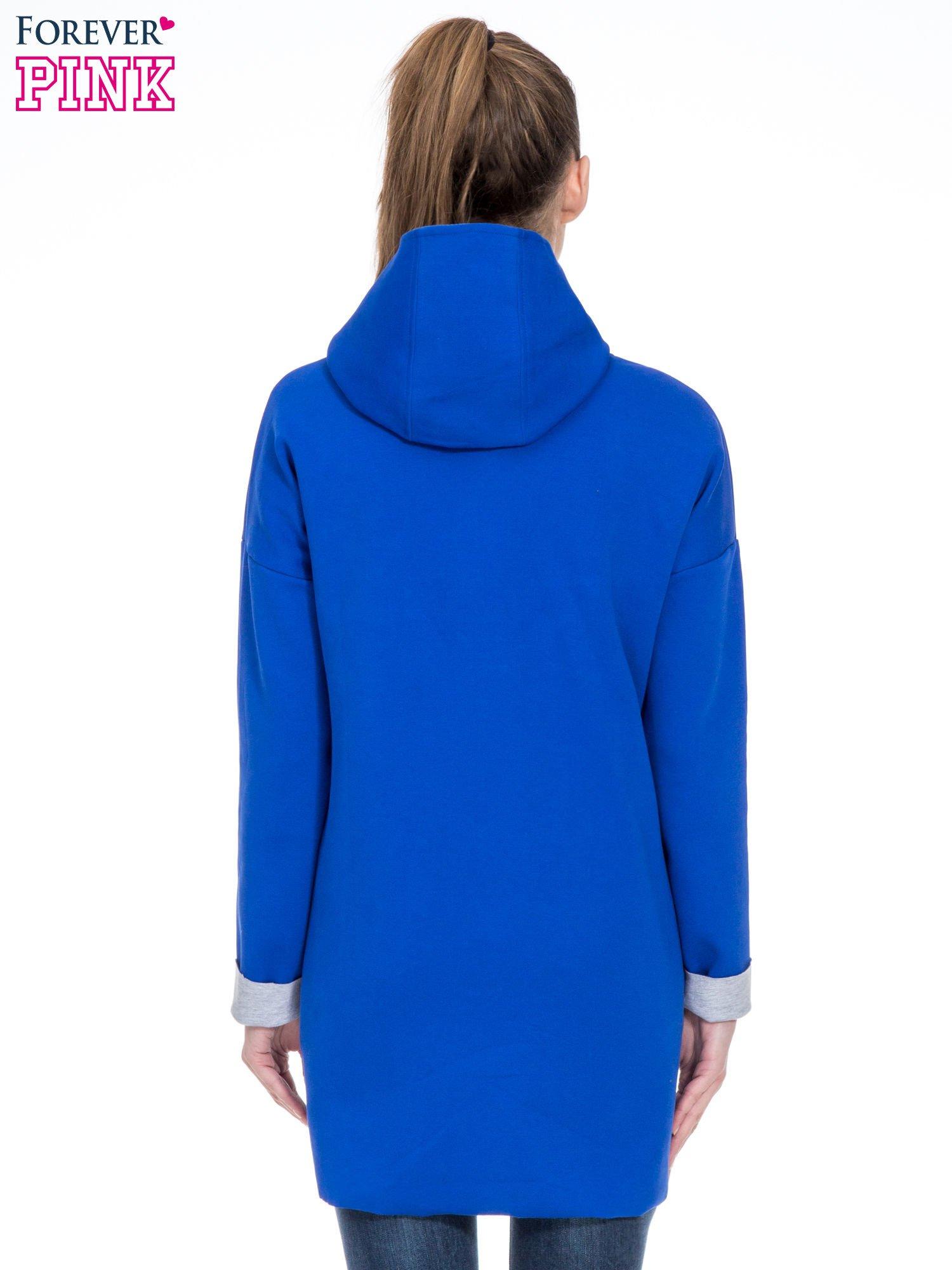 Niebieski dresowy płaszcz oversize z kapturem                                  zdj.                                  4