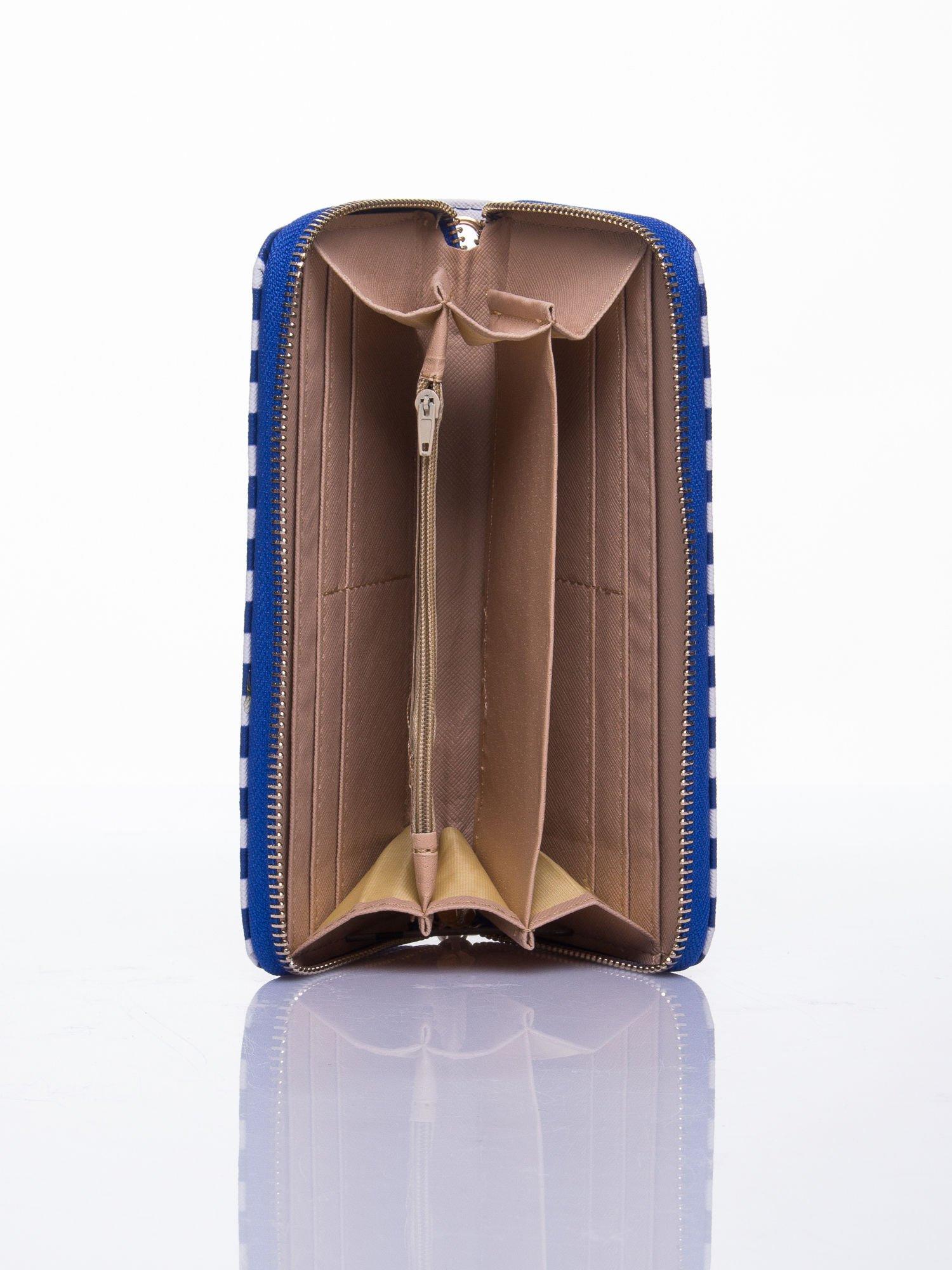 Niebieski portfel w paski z uchwytem                                  zdj.                                  3