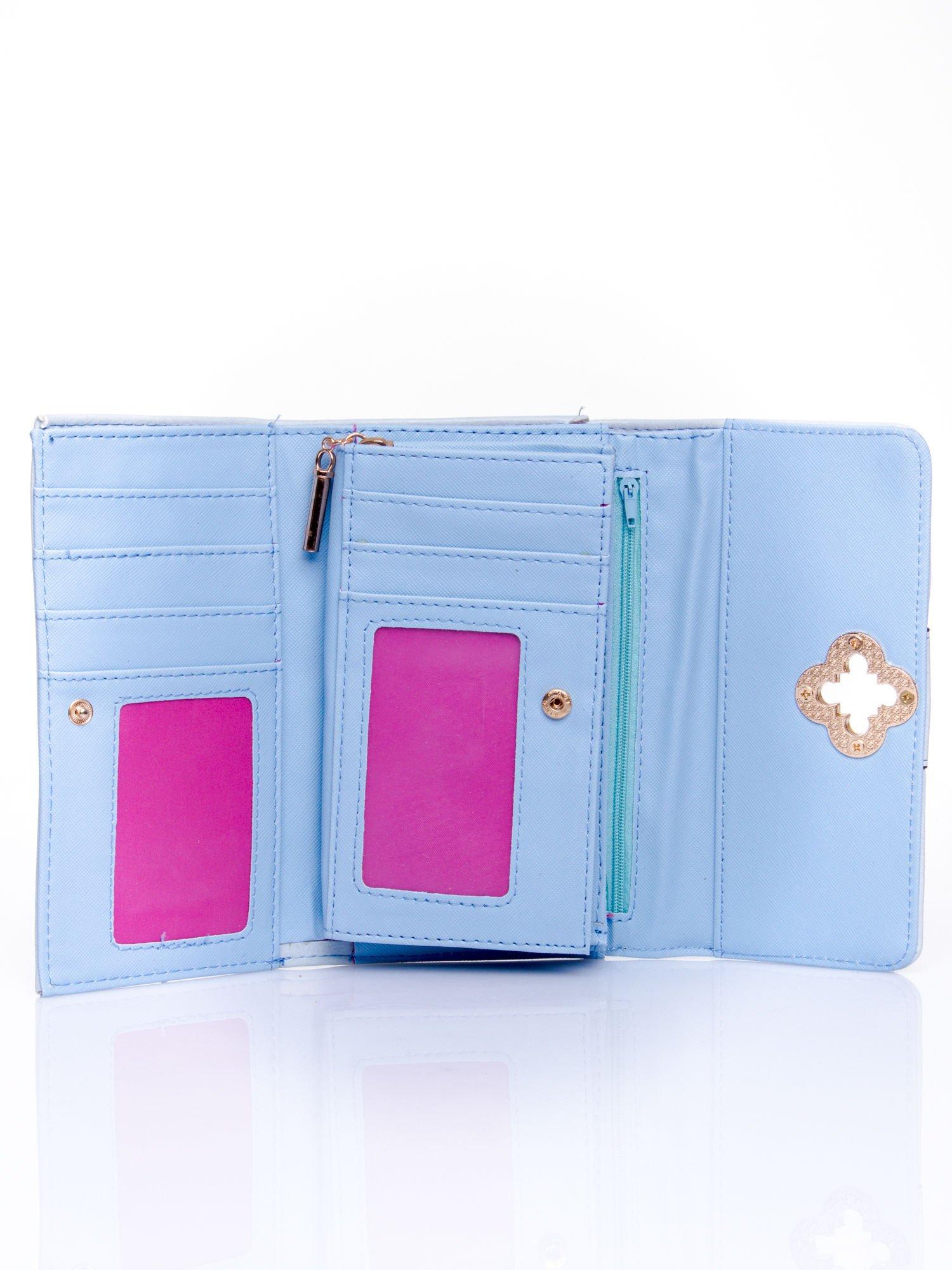 Niebieski portfel z ozdobnym zapięciem                                  zdj.                                  4