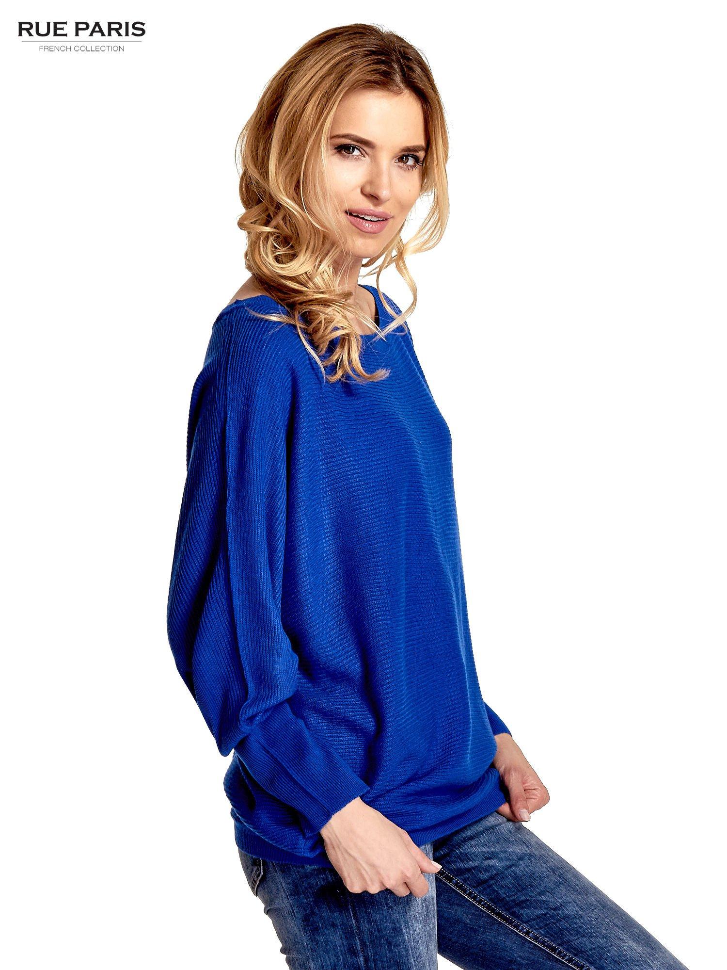 Niebieski sweter z nietoperzowymi rękawami                                  zdj.                                  3
