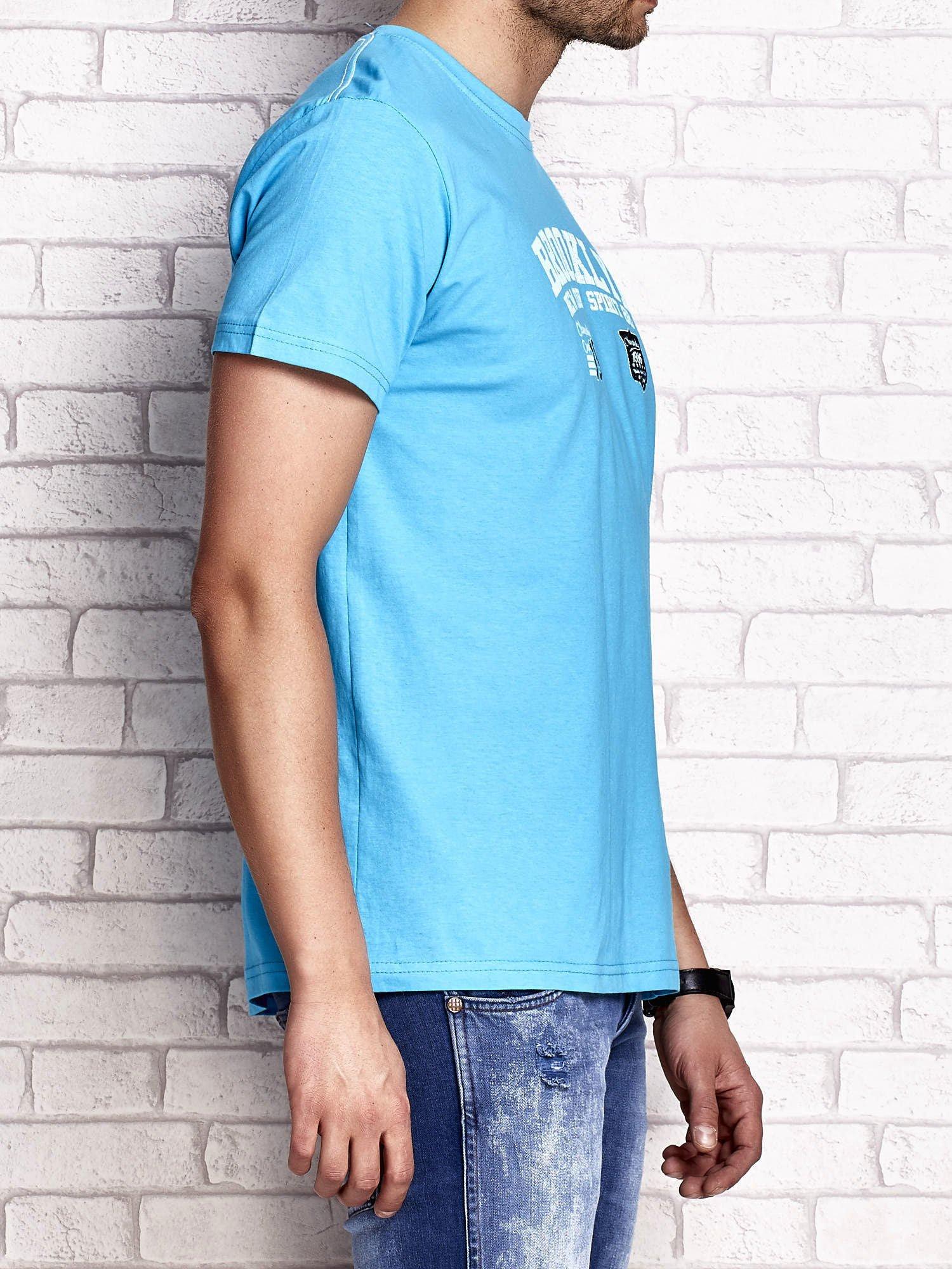 Niebieski t-shirt męski z napisami BROOKLYN NEW YORK SPIRIT 86                                  zdj.                                  3