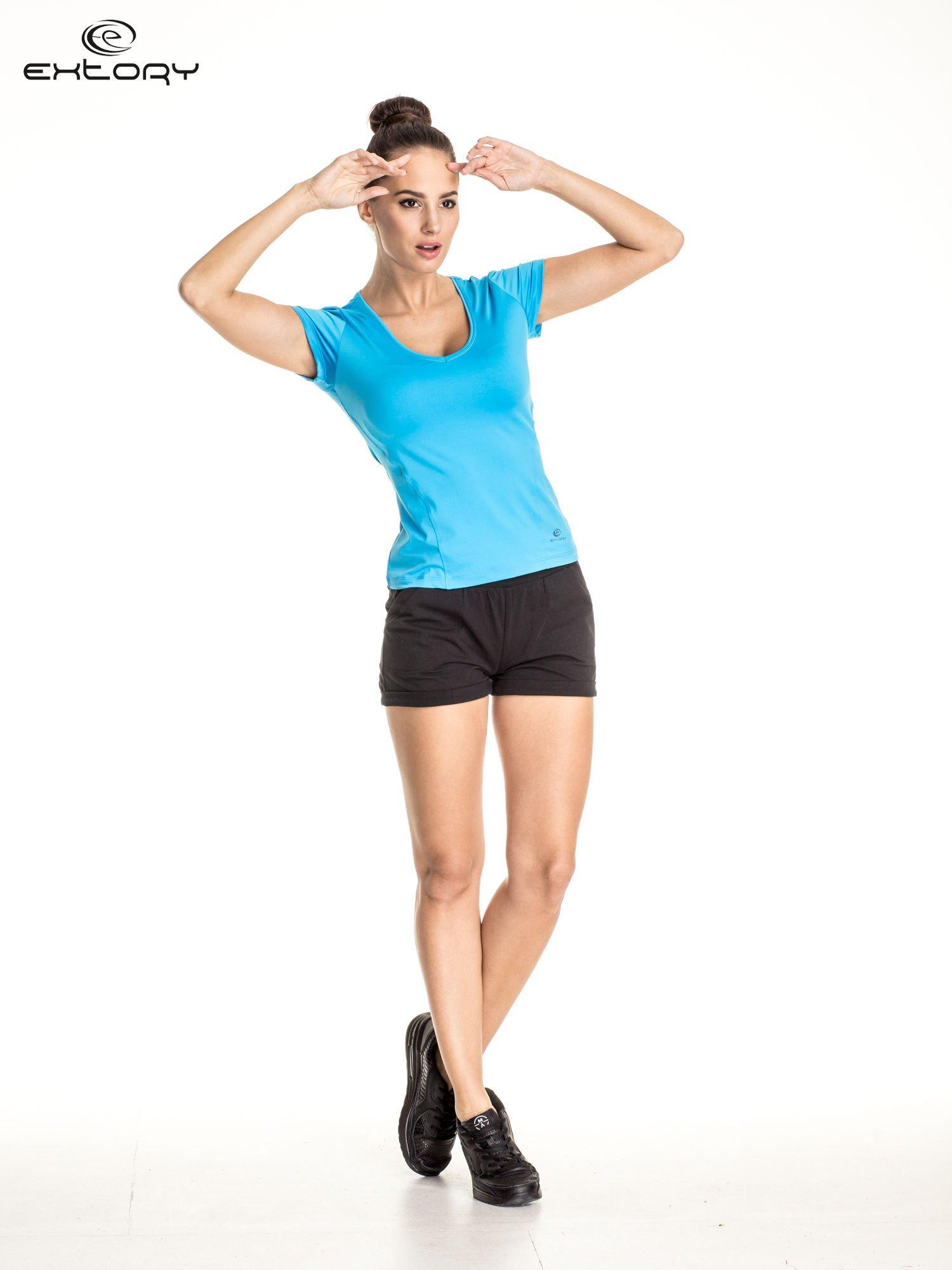 Niebieski t-shirt sportowy z dekoltem U                                  zdj.                                  2