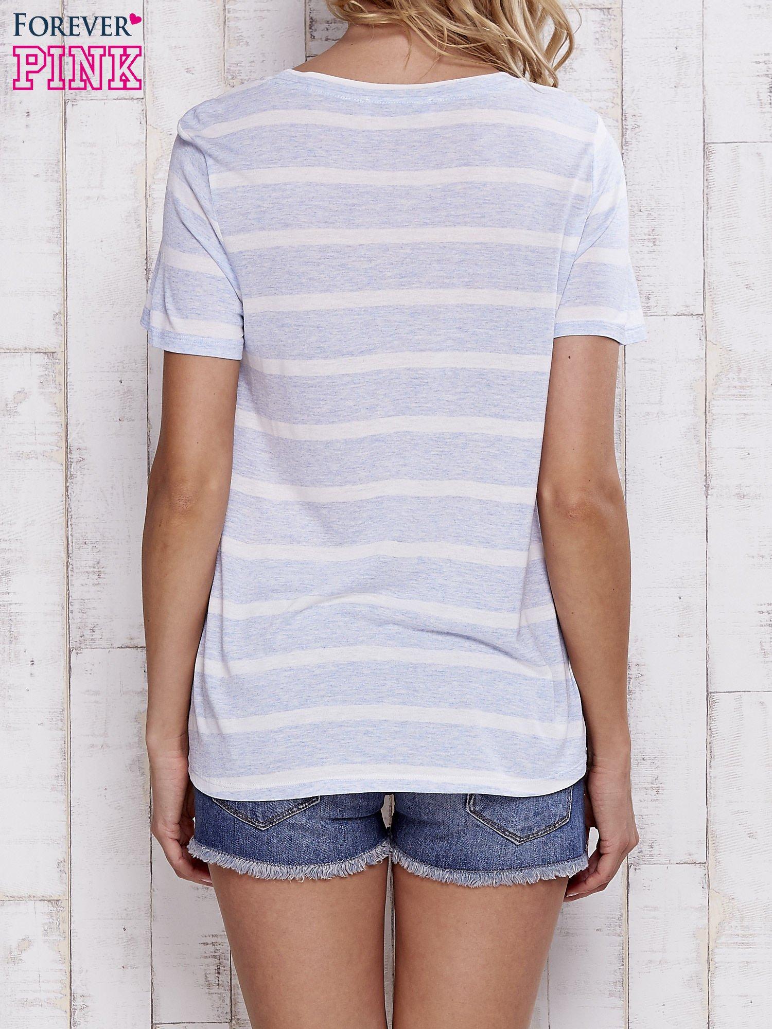 Niebieski t-shirt w paski z koronkową aplikacją                                  zdj.                                  4