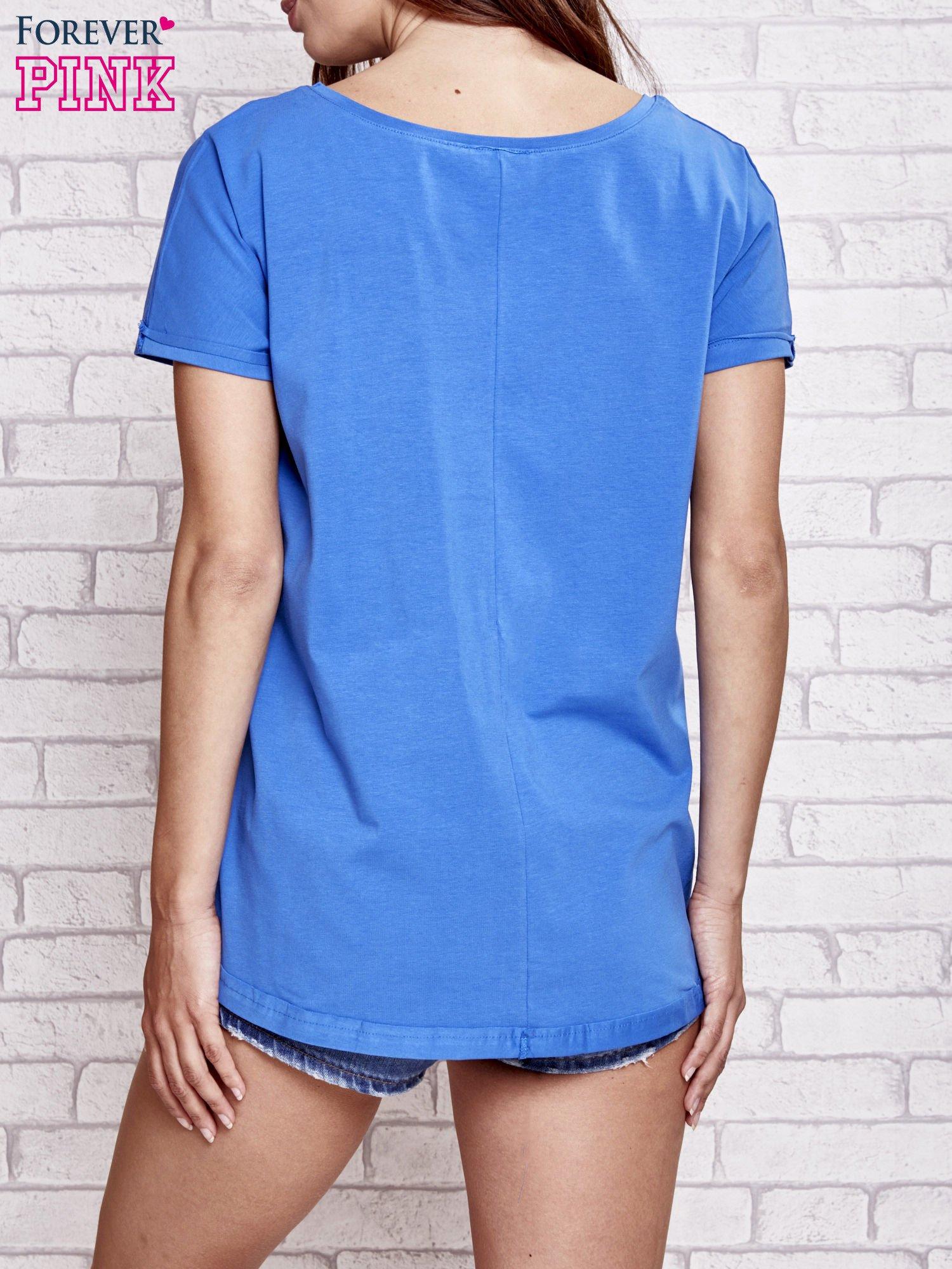 Niebieski t-shirt z gwiazdą z cekinów                                  zdj.                                  4