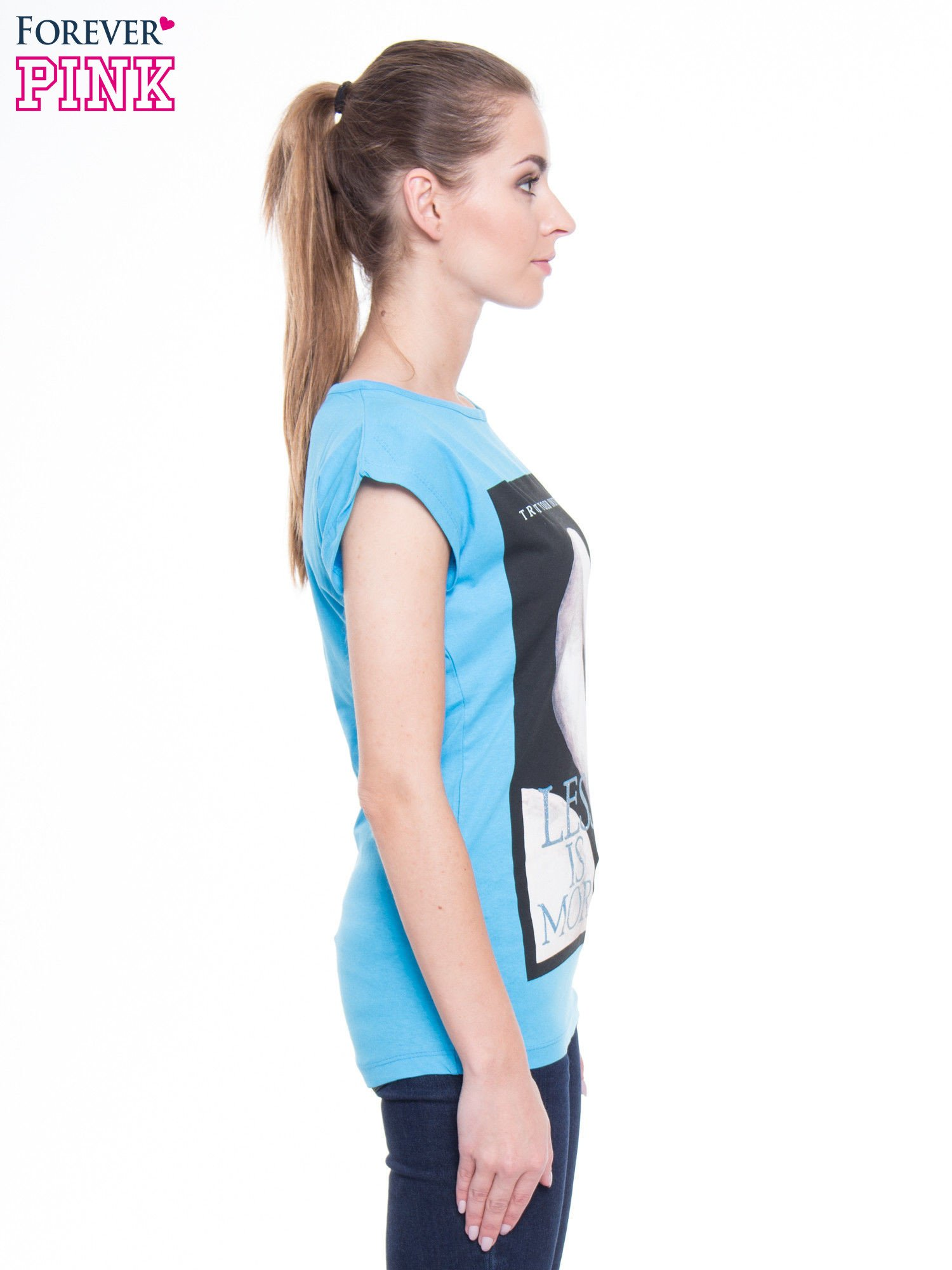 Niebieski t-shirt z nadrukiem flaminga i napisem LESS IS MORE                                  zdj.                                  2