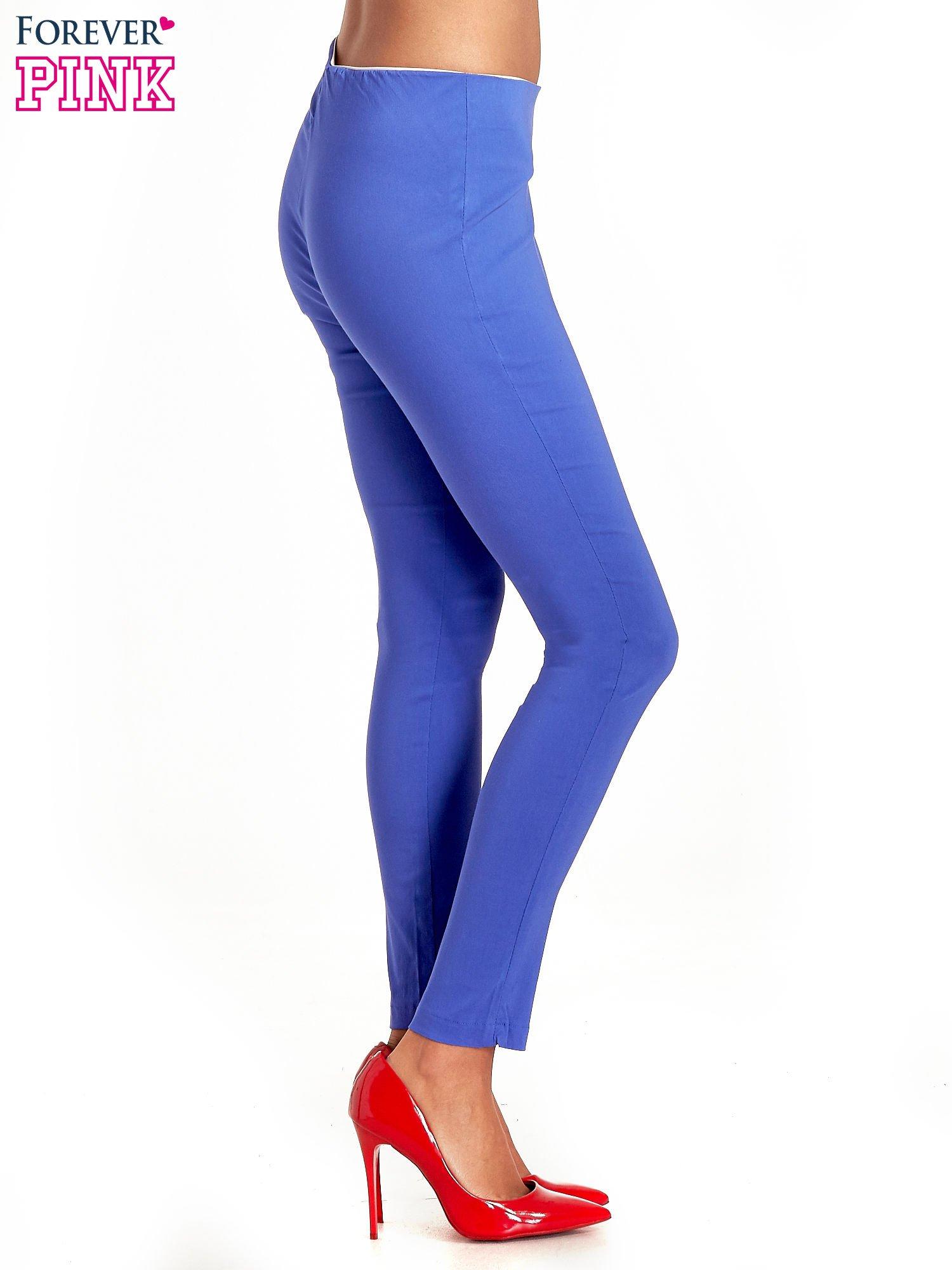 Niebieskie dopasowane spodnie typu tregginsy                                  zdj.                                  3