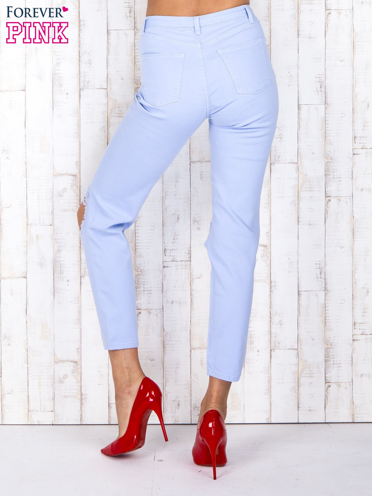 Niebieskie jeansowe spodnie z dziurami i kieszeniami                                  zdj.                                  2