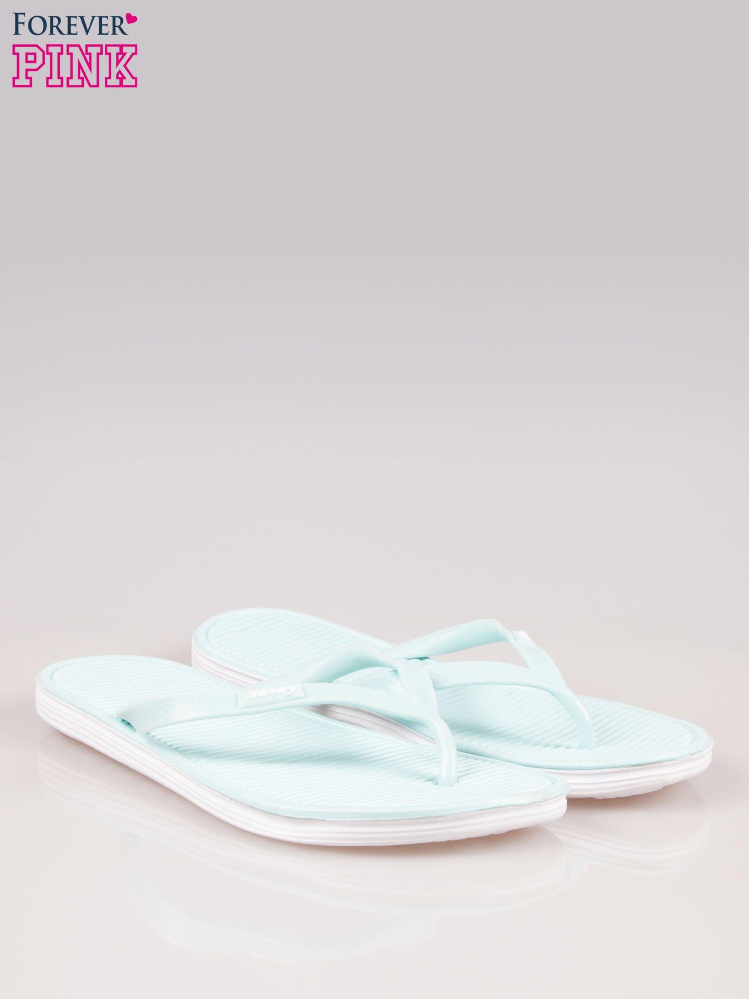 Niebieskie kąpielowe japonki na kontrastowej podeszwie                                  zdj.                                  2