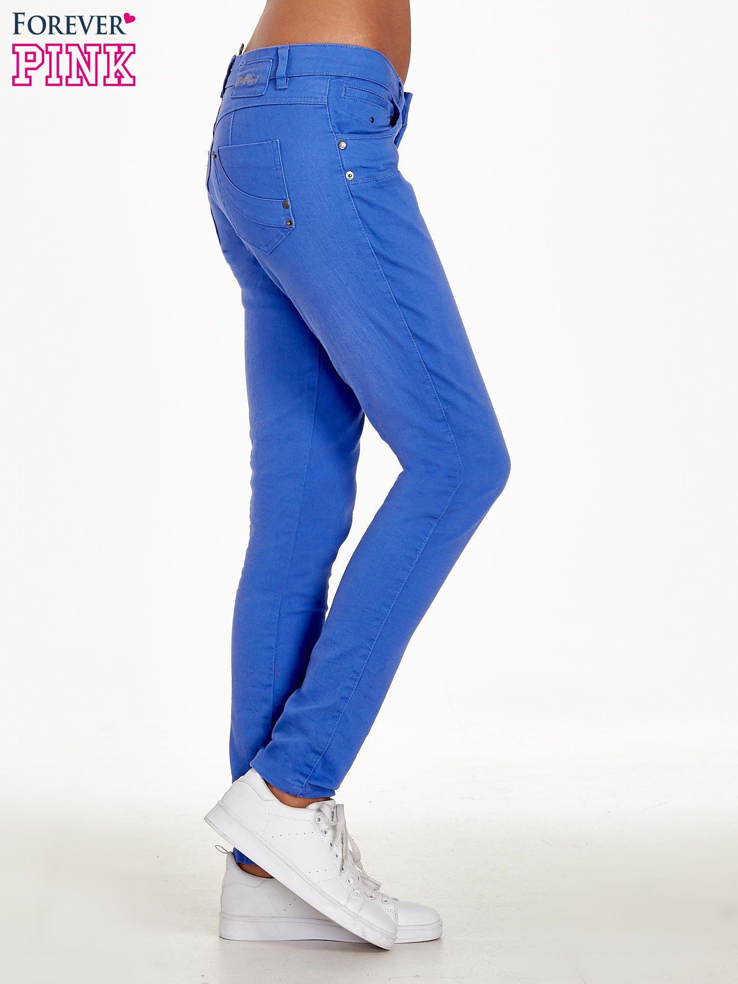 Niebieskie spodnie jeansowe rurki                                  zdj.                                  3