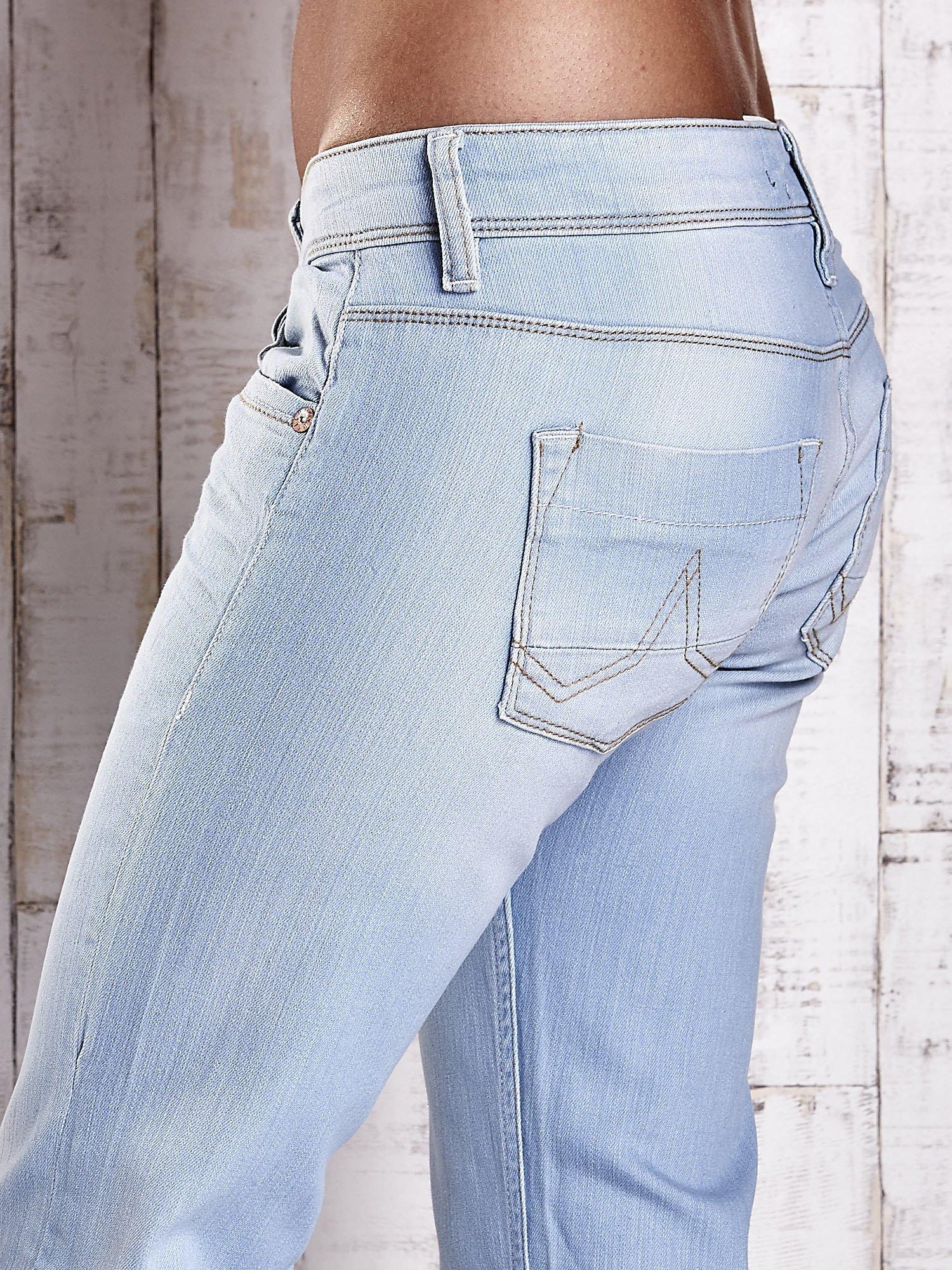 Niebieskie spodnie jeansowe z prostą nogawką                                  zdj.                                  6