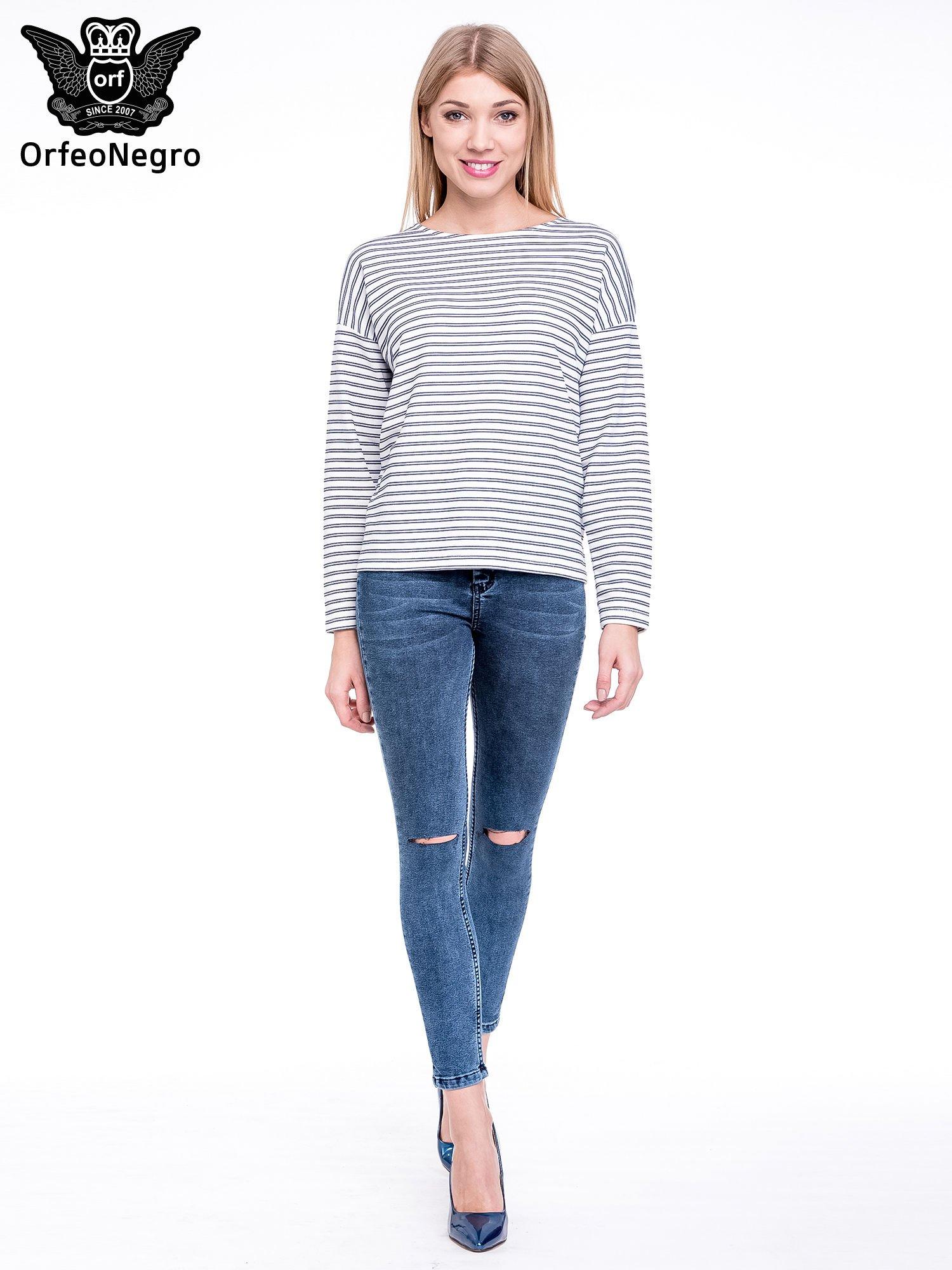 Niebieskie spodnie skinny jeans z wysokim stanem i rozdarciami na kolanach                                  zdj.                                  2